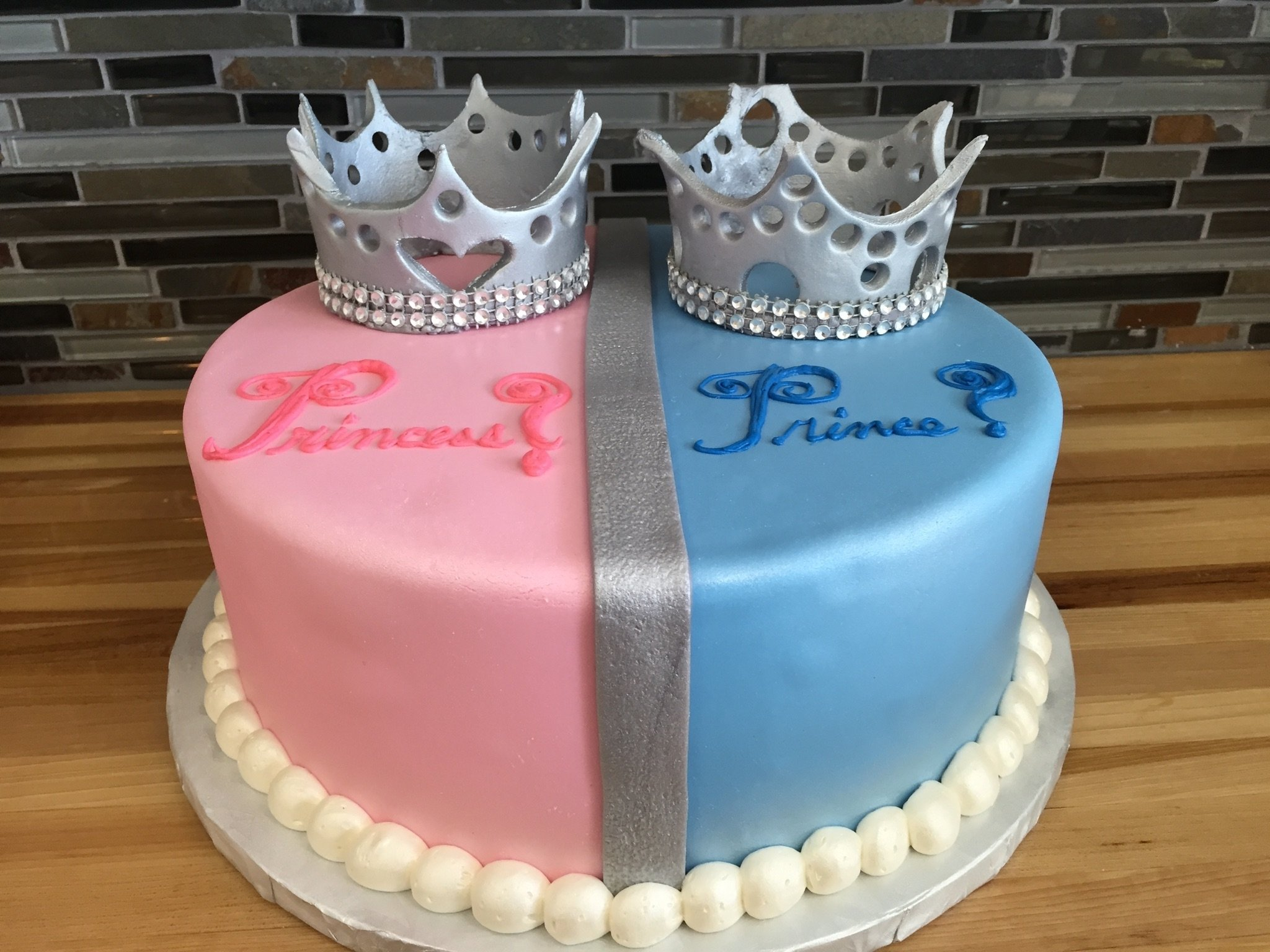 10 Beautiful Baby Gender Reveal Cake Ideas 10 gender reveal cakes with crowns photo royal prince baby shower 2020
