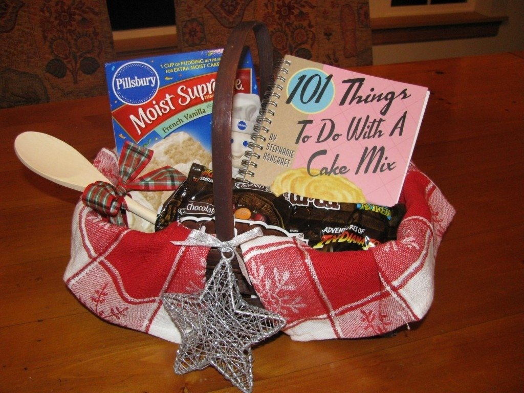 10 Lovable Family Christmas Gift Basket Ideas 101 days of christmas themed gift baskets life your way 1 2020