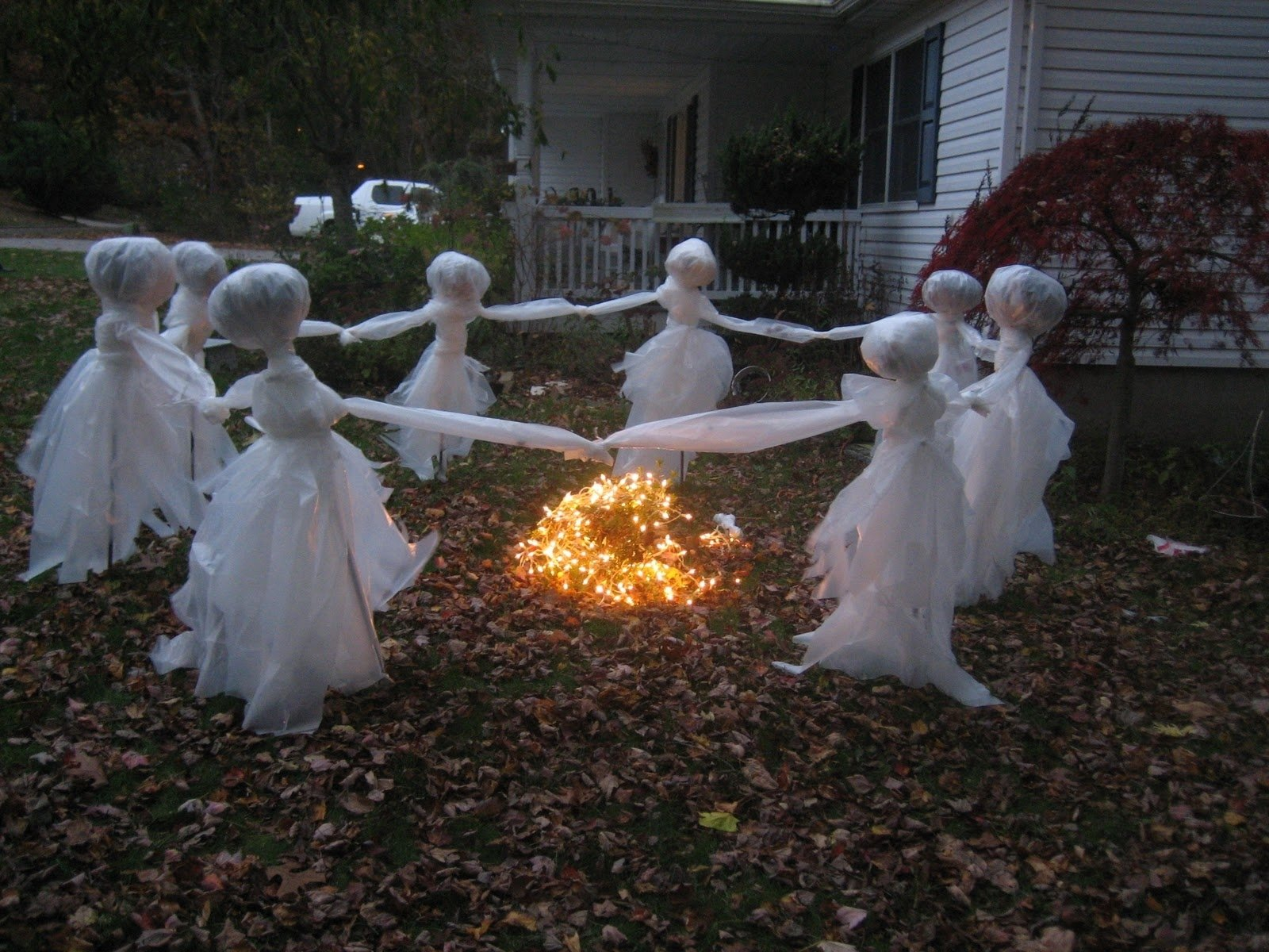 10 Nice Halloween Decoration Ideas For Yard 11 easy diy halloween decorations with trash bags diy halloween 2020
