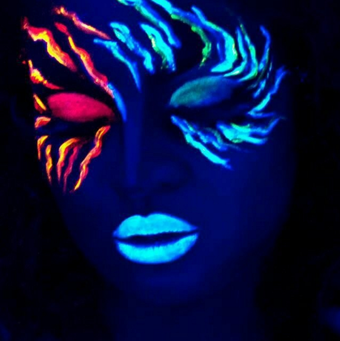 11 glow-in-the-dark makeup looks that will totally mesmerize you