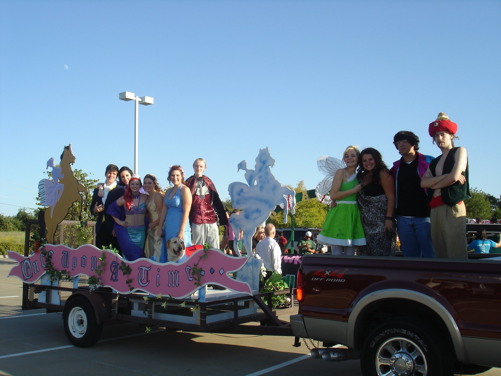 10 Gorgeous High School Homecoming Float Ideas 118 best homecoming floats ideas images on pinterest classroom 2021