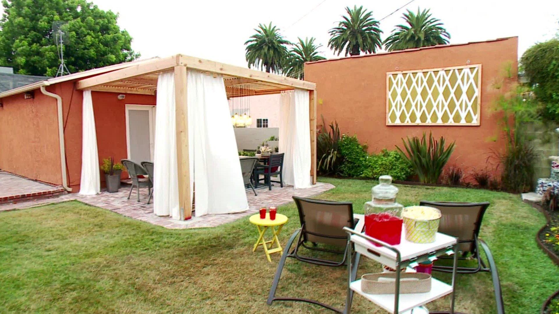 10 Great Do It Yourself Backyard Ideas 12 budget friendly backyards diy 4 2021