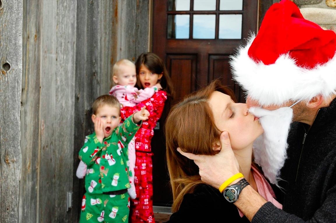 10 Unique Funny Family Christmas Picture Ideas 12 funny family holiday photo ideas 2021