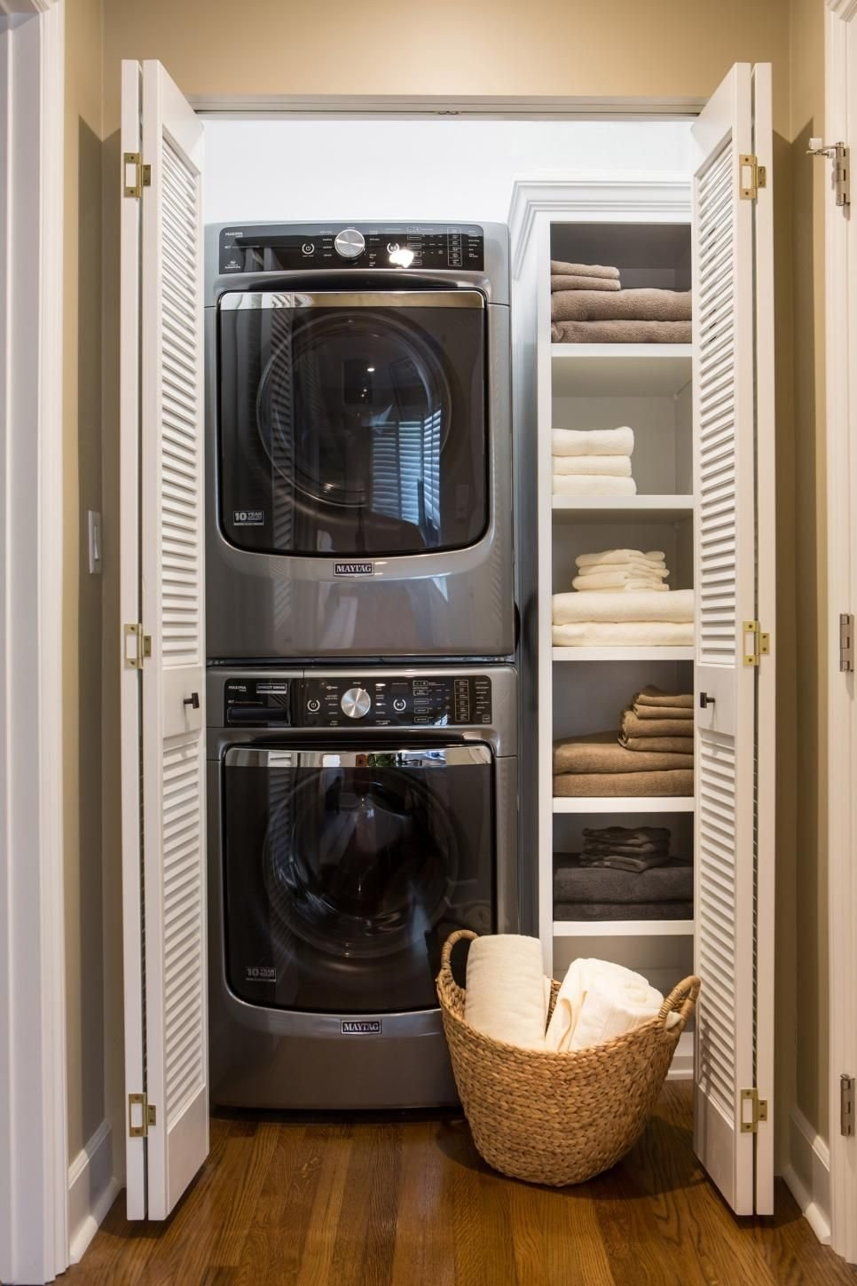 10 Best Laundry Room Ideas For Small Spaces 14 basement laundry room ideas for small space makeovers small 1 2021