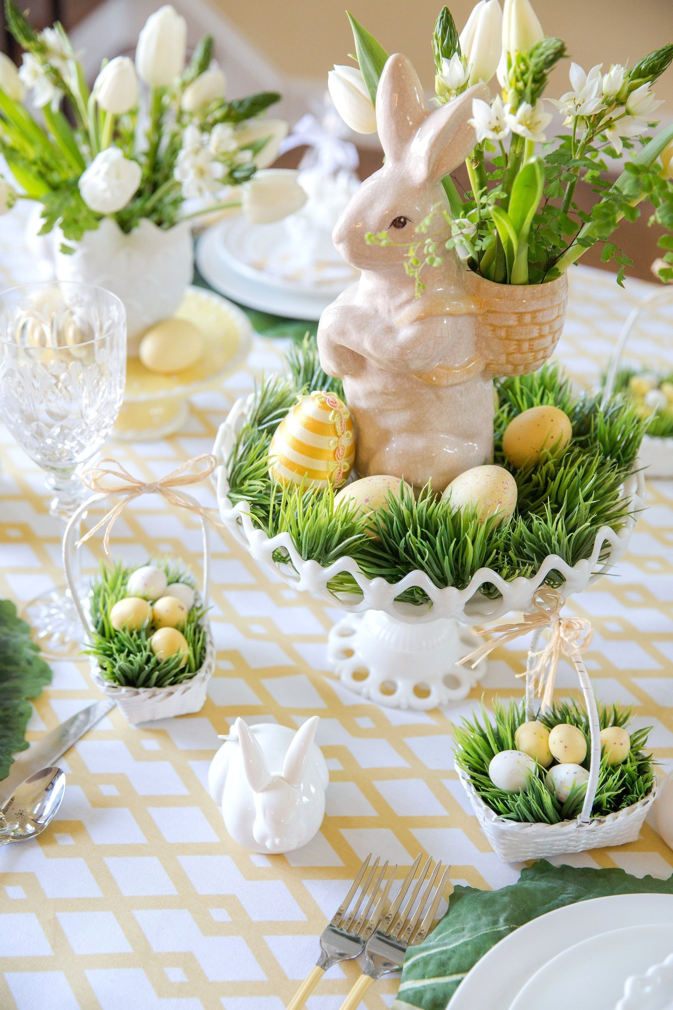 10 Best Easter Decorating Ideas Table Setting 14 festive holiday tablescapes to inspire you paques deco paques