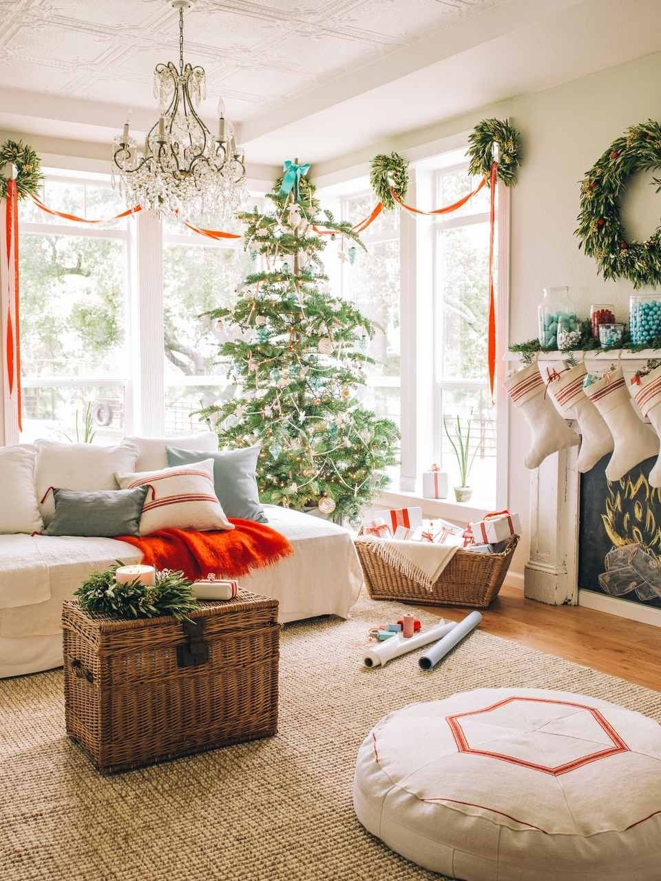 10 Stylish Christmas Living Room Decorating Ideas 15 beautiful ways to decorate the living room for christmas
