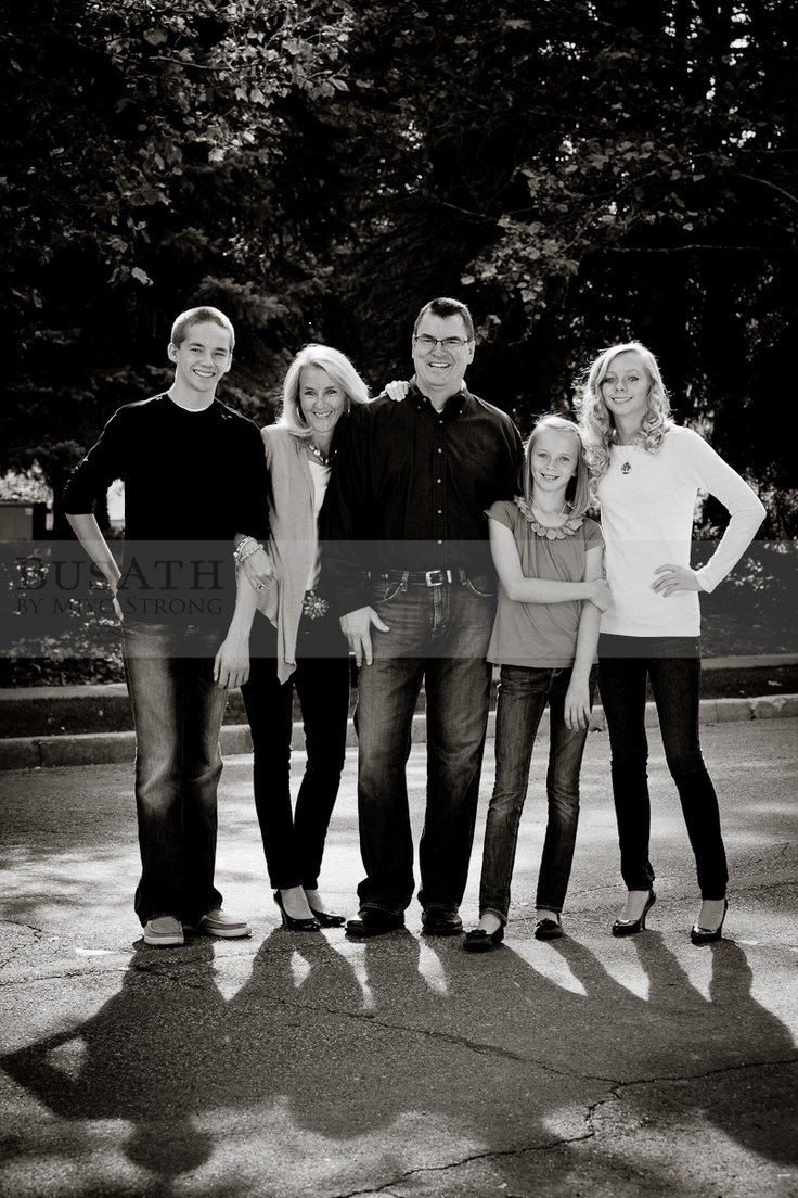 10 Lovable Family Photo Ideas With Older Kids 152 best family photo ideas images on pinterest family pictures 2020