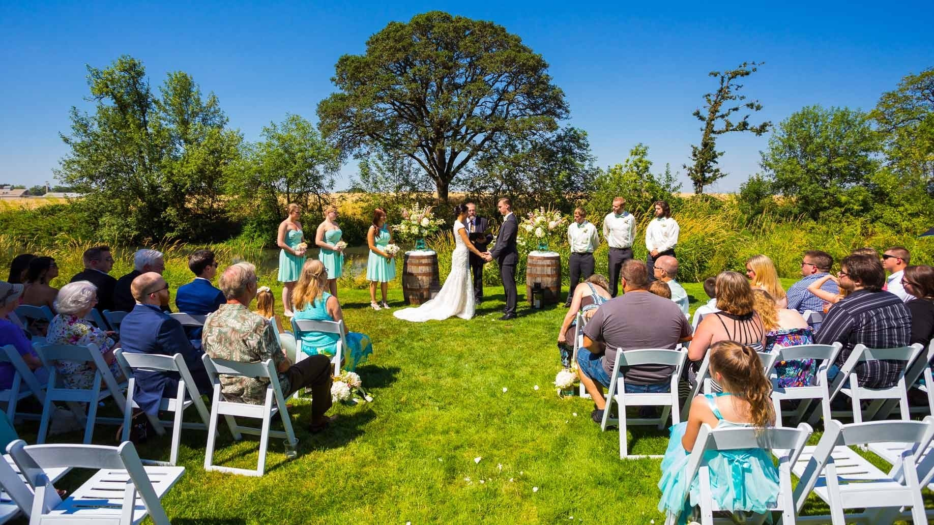 10 Cute Small Wedding Ideas On A Budget 16 cheap budget wedding venue ideas for the ceremony reception 3