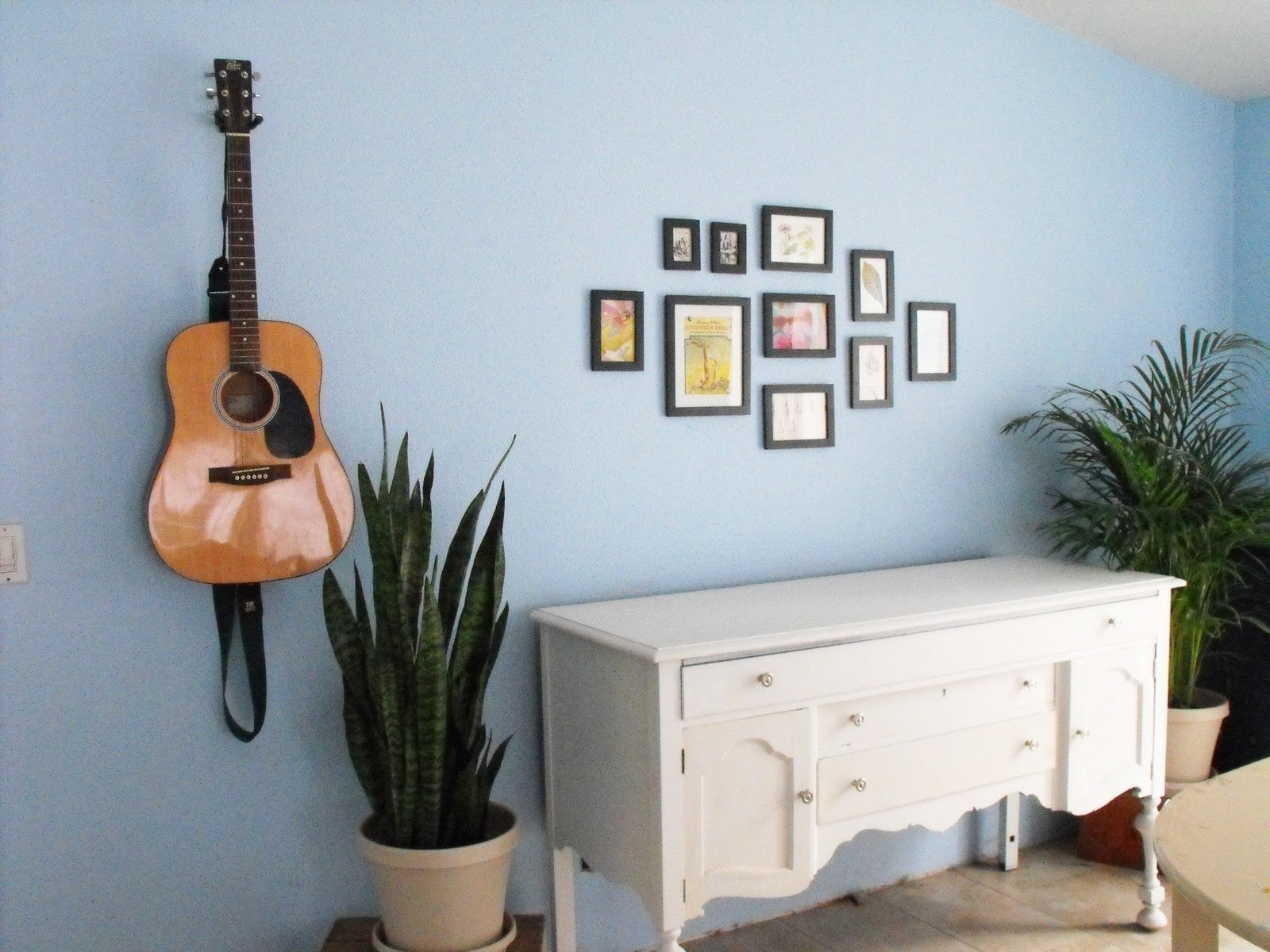 10 Attractive Ideas For Hanging Pictures On Walls 17 hanging pictures on wall ideas and how to hang pictures on a wall 2020