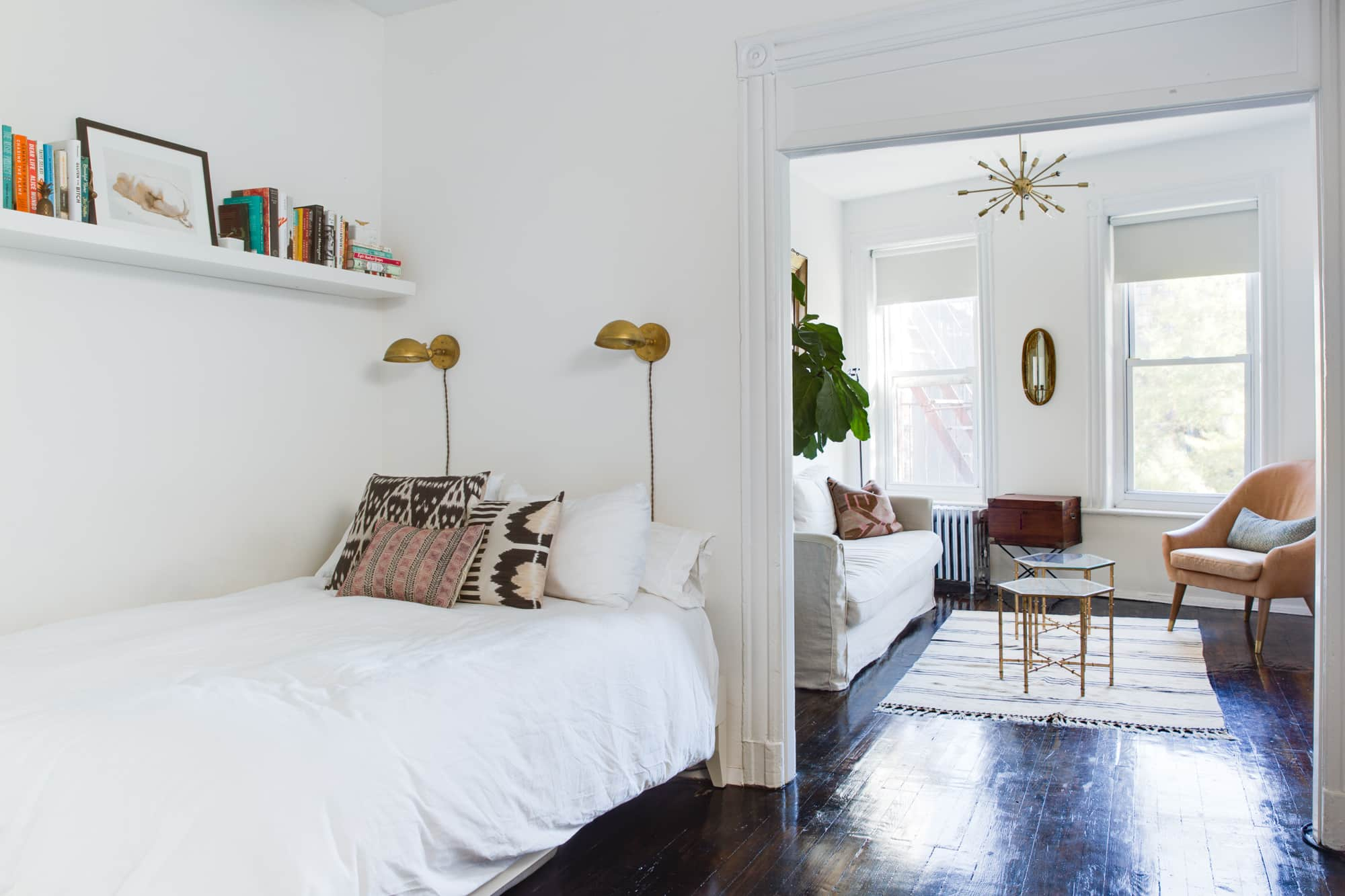 10 Spectacular Creative Ideas For Small Bedrooms %name