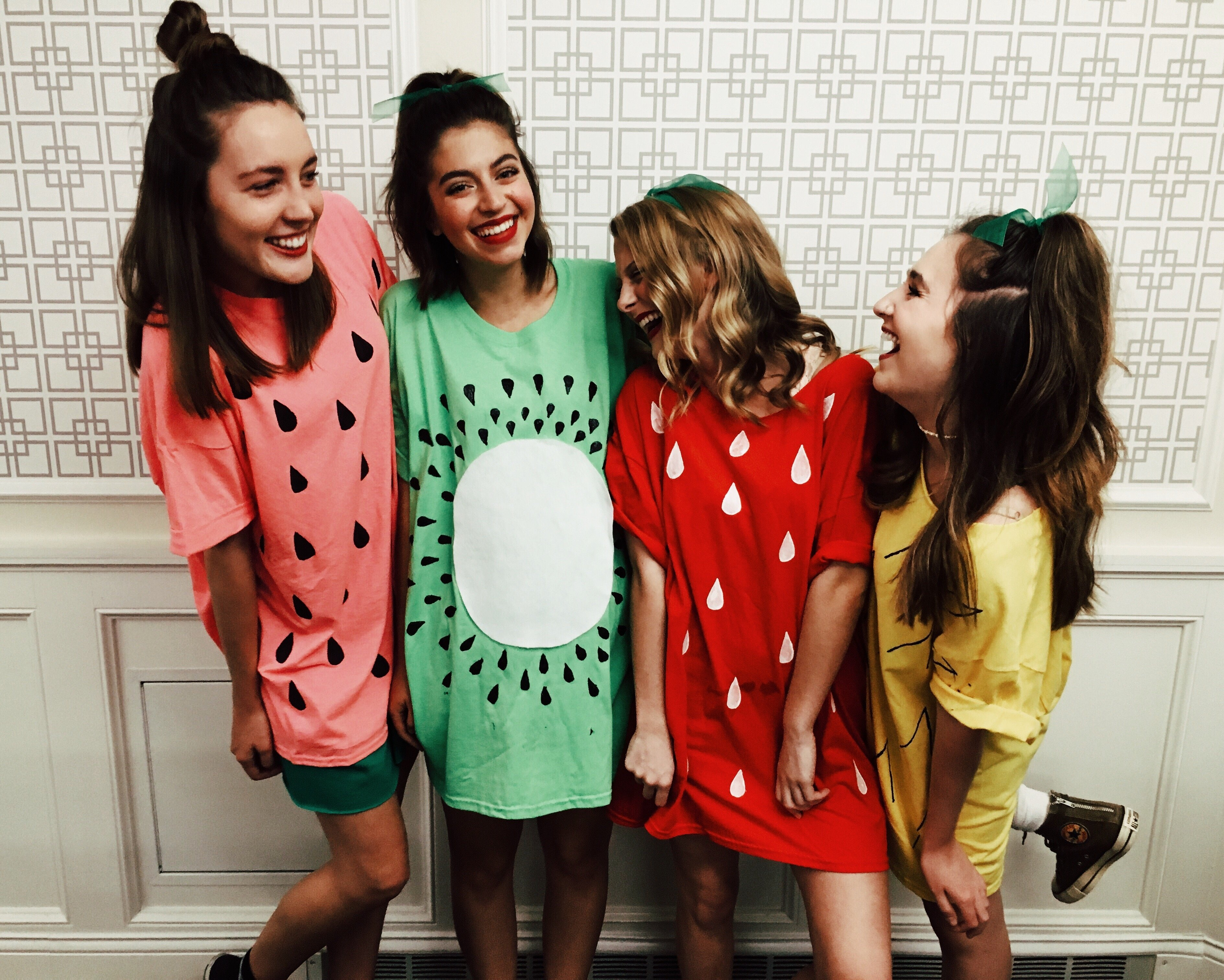 cute group photo ideas