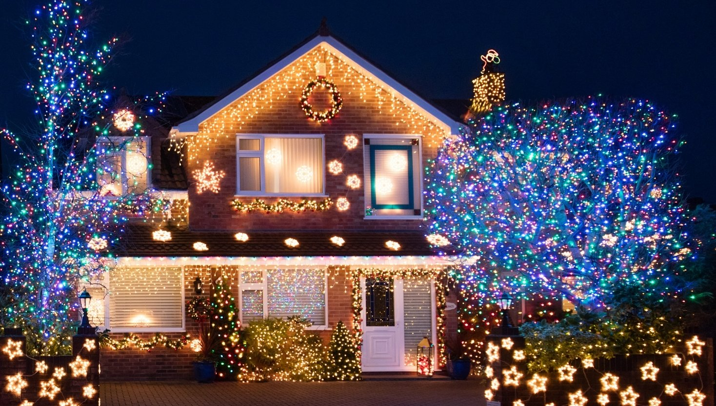 10 Lovable Outdoor Decorating Ideas For Christmas 20 outdoor christmas light decoration ideas outside christmas