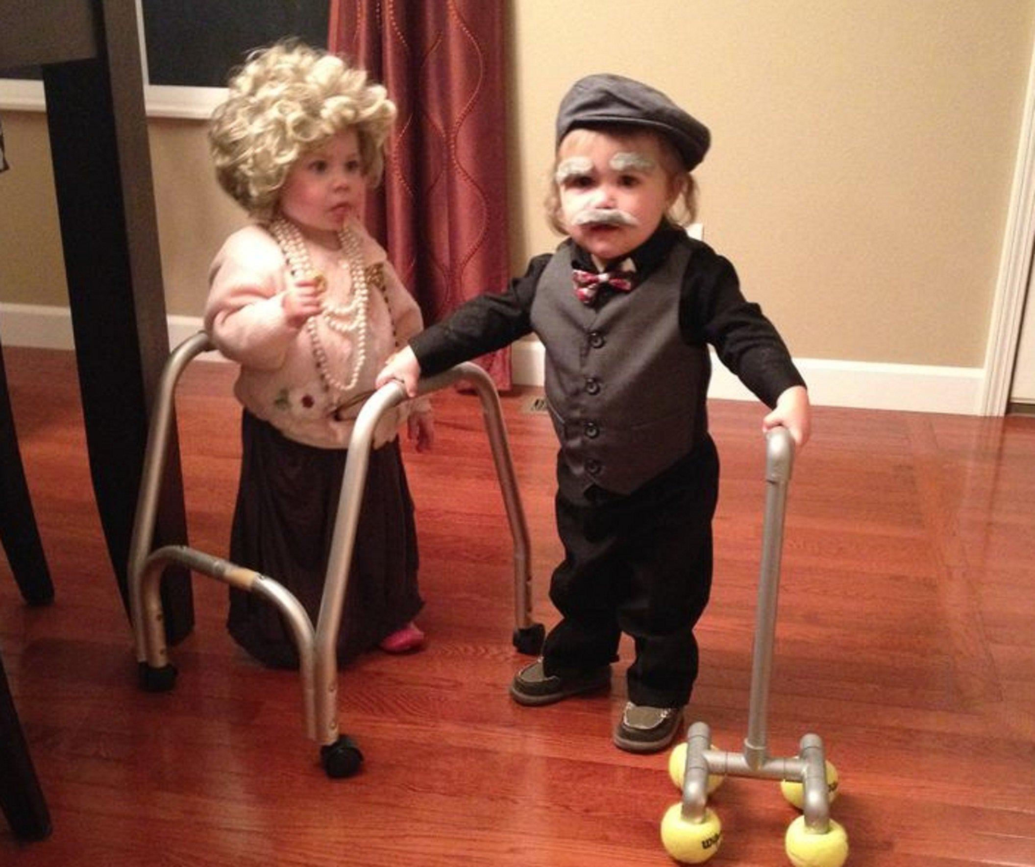Flapper And Gangster Couple Halloween Costumes