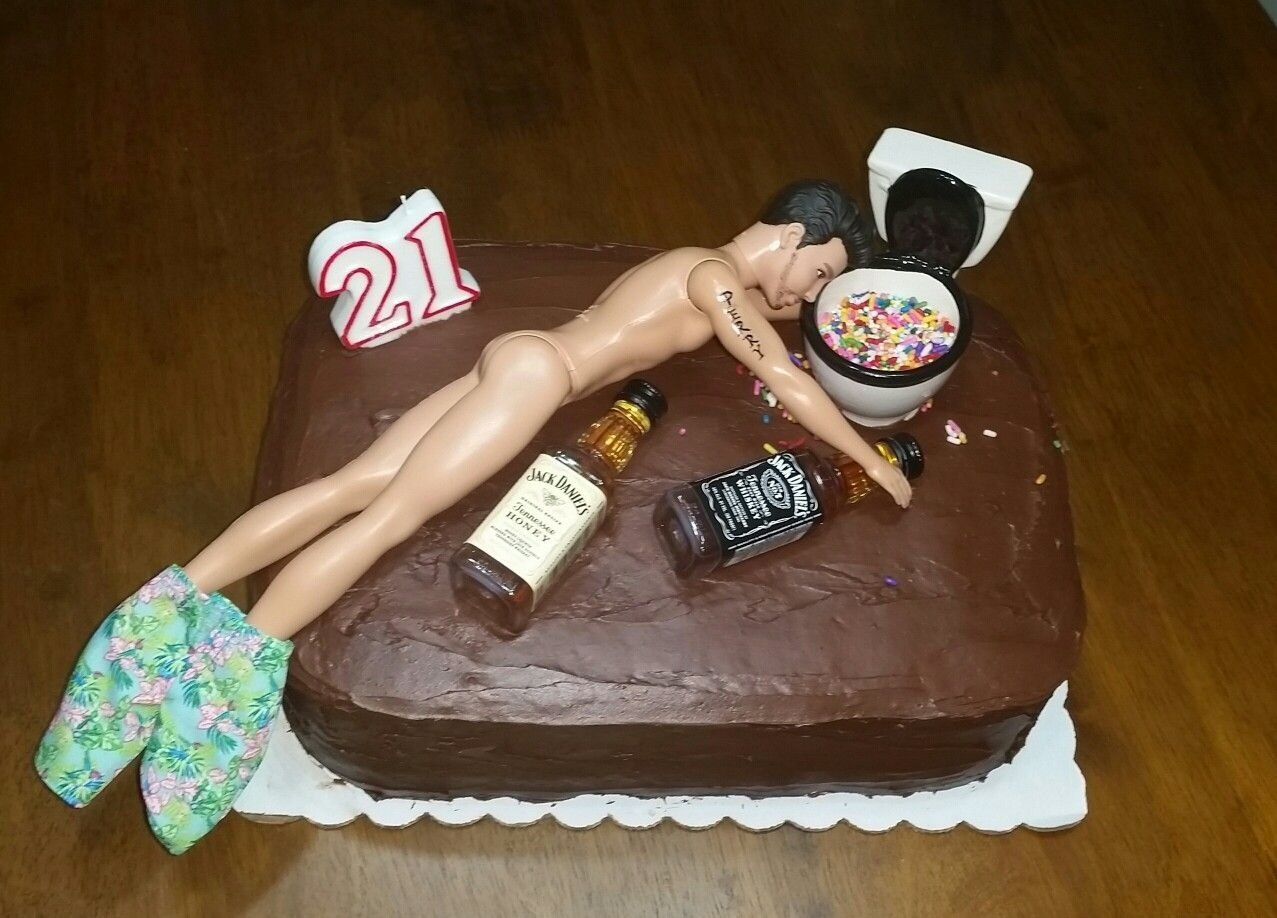 10 Fantastic Birthday Cake Ideas For Boyfriend 21st birthday cake for a guy made this for my daughters boyfriend 2020