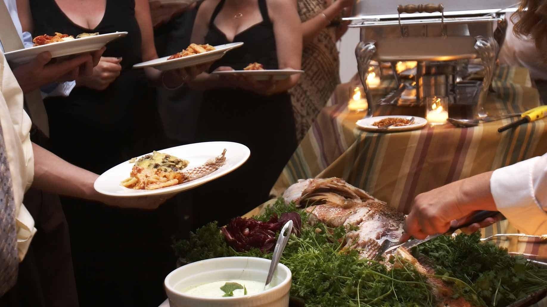 10 Perfect Cheap Food Ideas For Wedding 23 cheap wedding reception food drink menu ideas on a budget 12 2020
