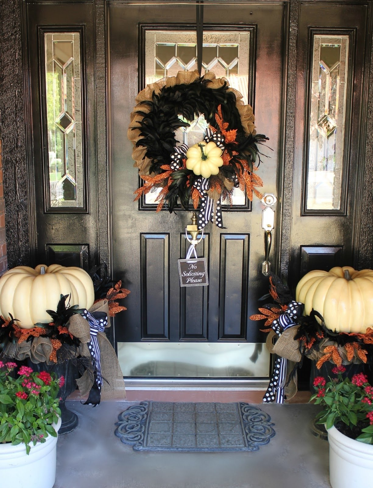 10 Lovely Front Porch Decorating Ideas For Fall 25 elegant halloween decorations ideas pumpkin wreath front fall 2020