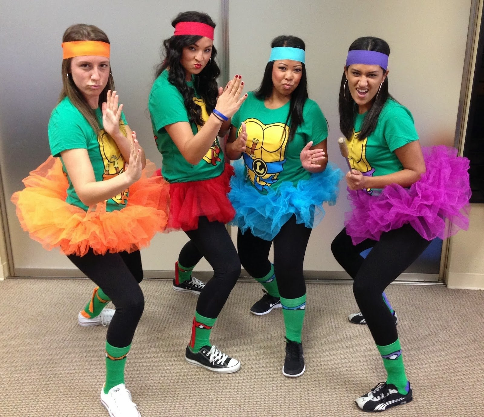 10 Pretty Group Costume Ideas For 6 26 90s group halloween costumes you and your squad should dress up 4 2020