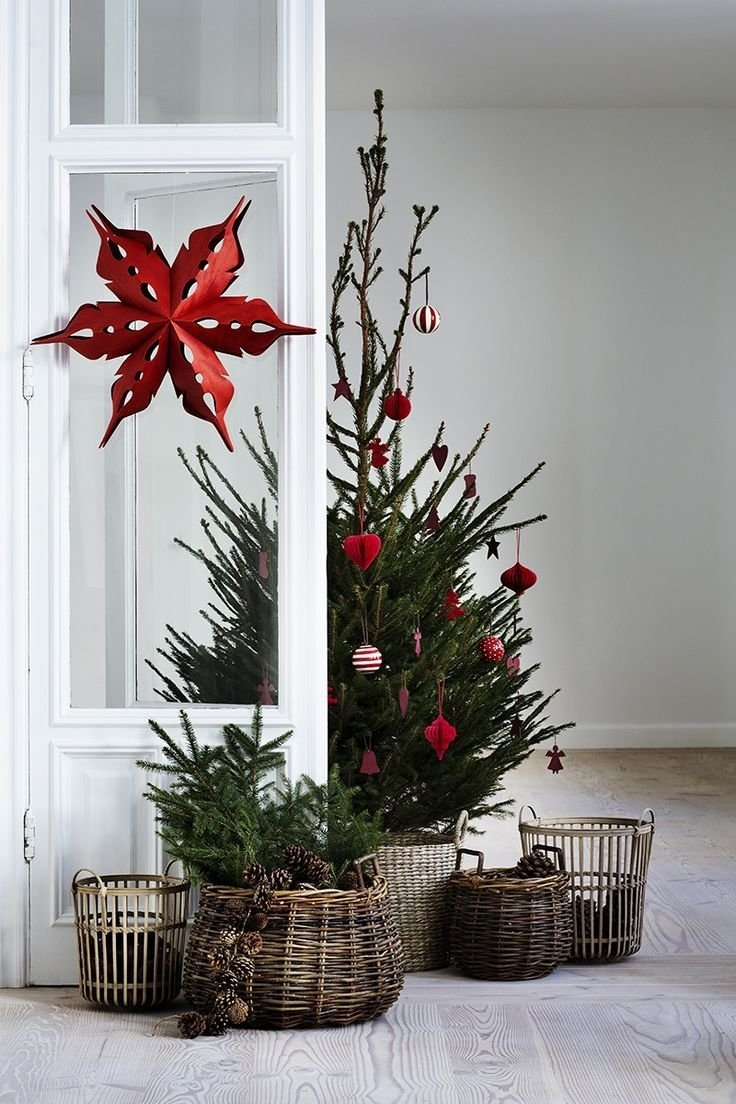 10 Amazing Christmas Tree Ideas For Small Spaces 27 easy christmas home decor ideas small space apartment 2020