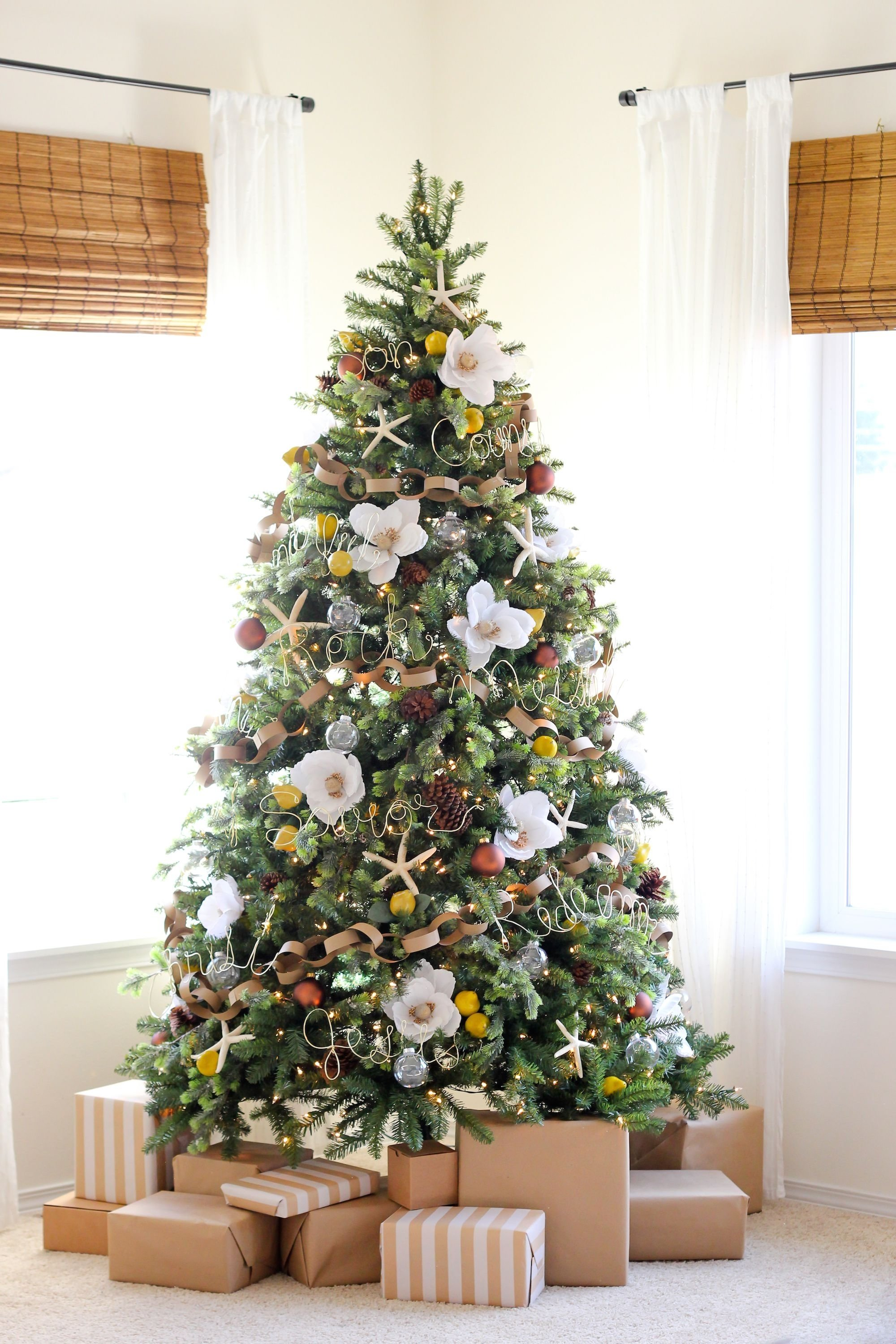 10 Fashionable Ideas To Decorate A Christmas Tree 30 beautiful christmas tree decoration ideas 2017 11 2020