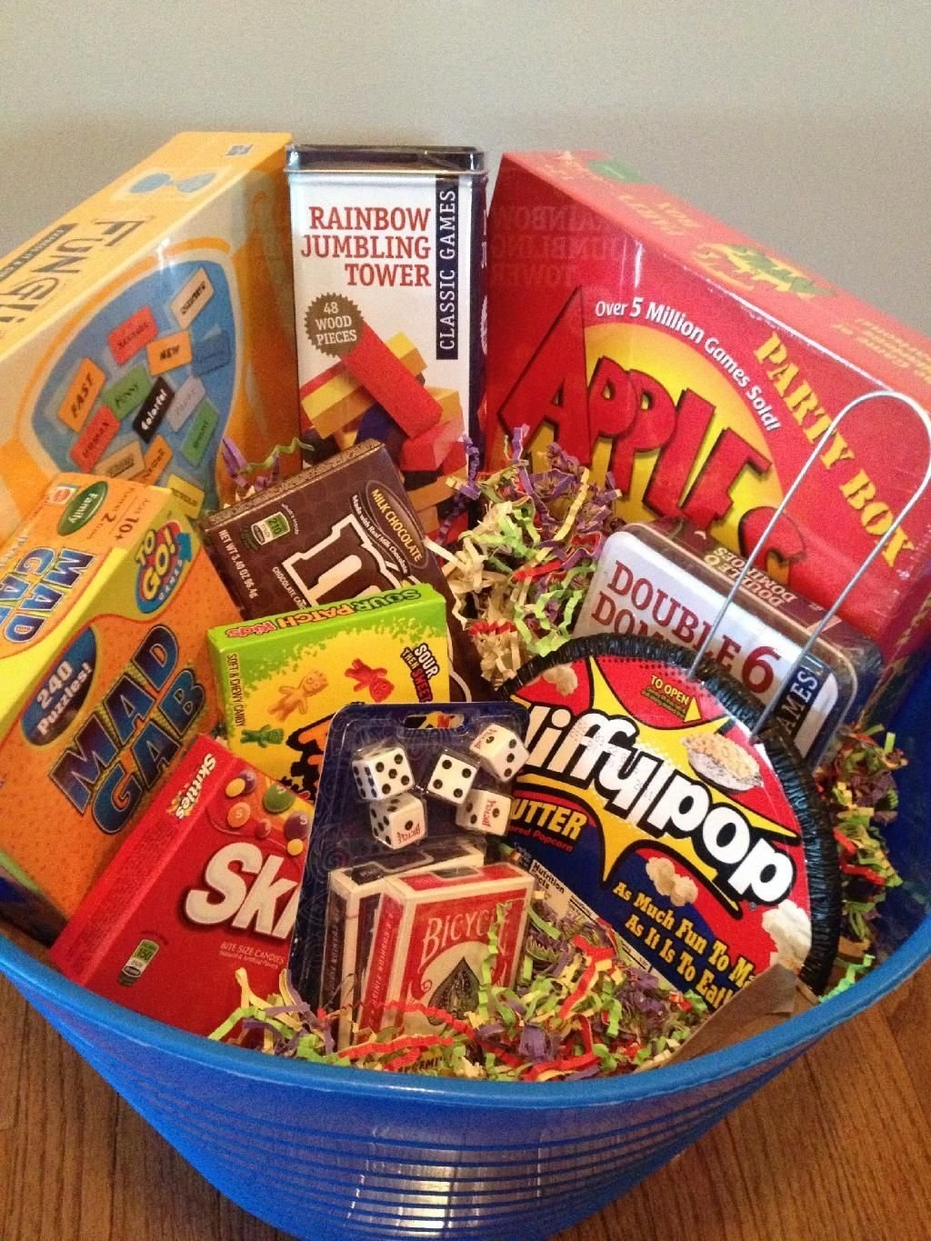 10 Stunning Family Night Gift Basket Ideas 30 christmas gift baskets for all your loved ones family game 1 2021