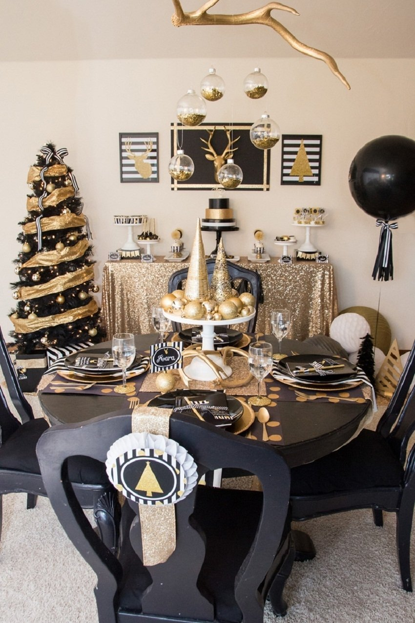 10 Pretty New Years Eve Decorations Ideas 35 black and white new years eve party table decorations black and 2020