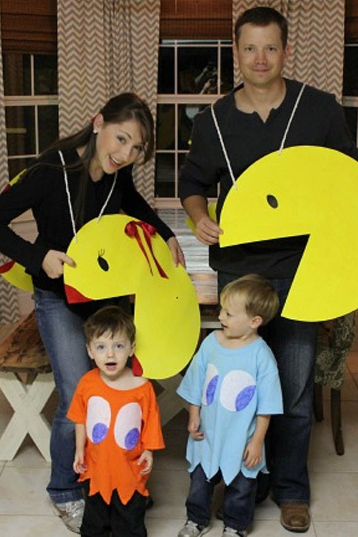 10 Perfect Family Costume Ideas For 6 40 best family halloween costumes 2017 cute ideas for themed 1 2020