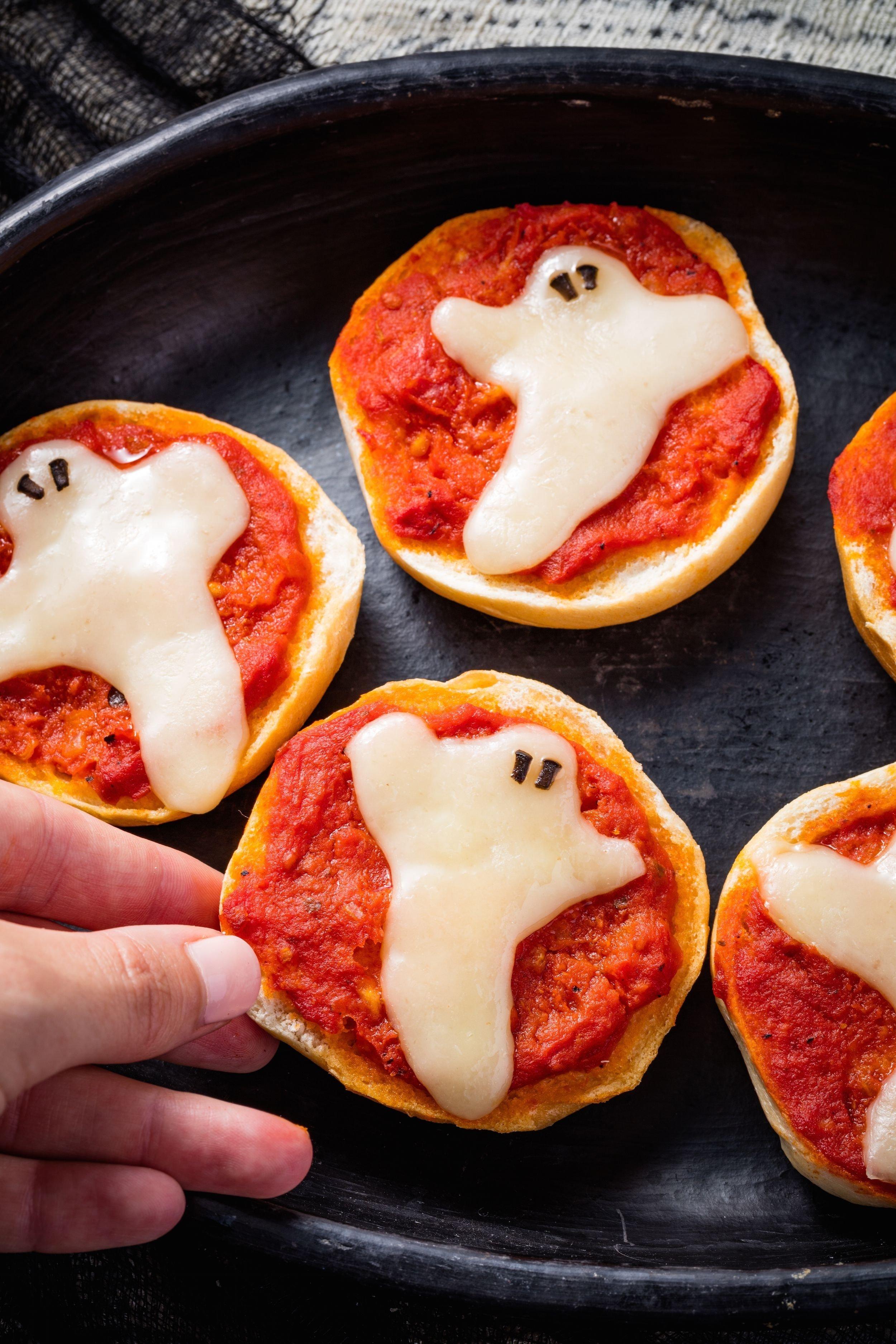 10 Great Kids Halloween Party Food Ideas 40 easy halloween party treat ideas best recipes for halloween 2020