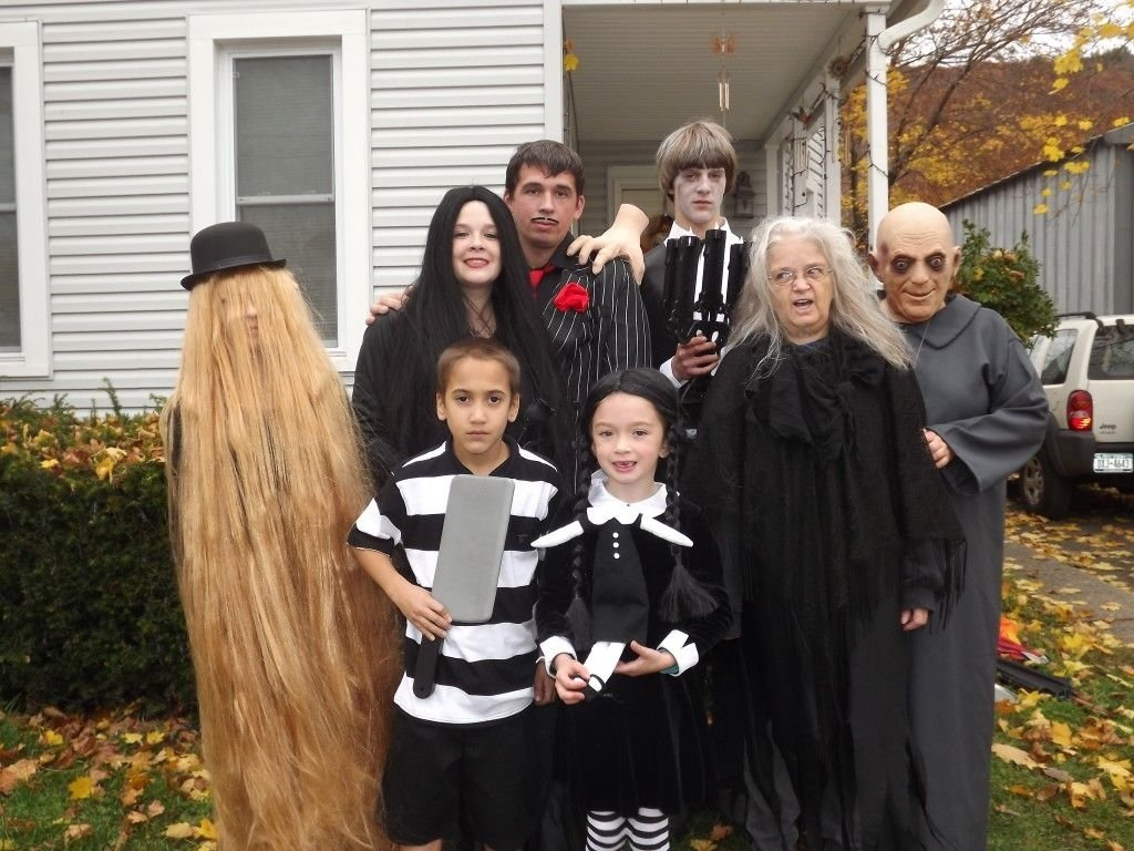 10 Fantastic Family Costume Ideas For Three 40 of the best family costumes ideas for halloween jamonkey 1 2020