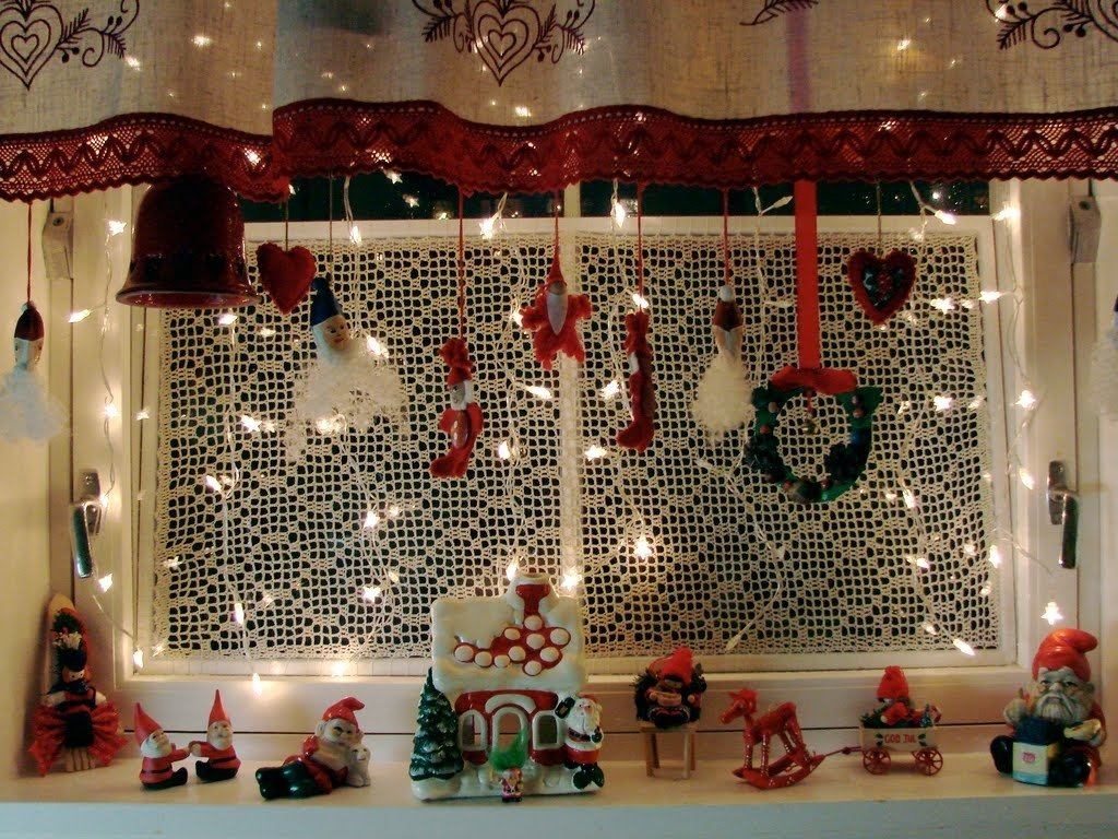 10 Fabulous Christmas Decorating Ideas For Windows 40 scintillating christmas windows decoration ideas all about 2020
