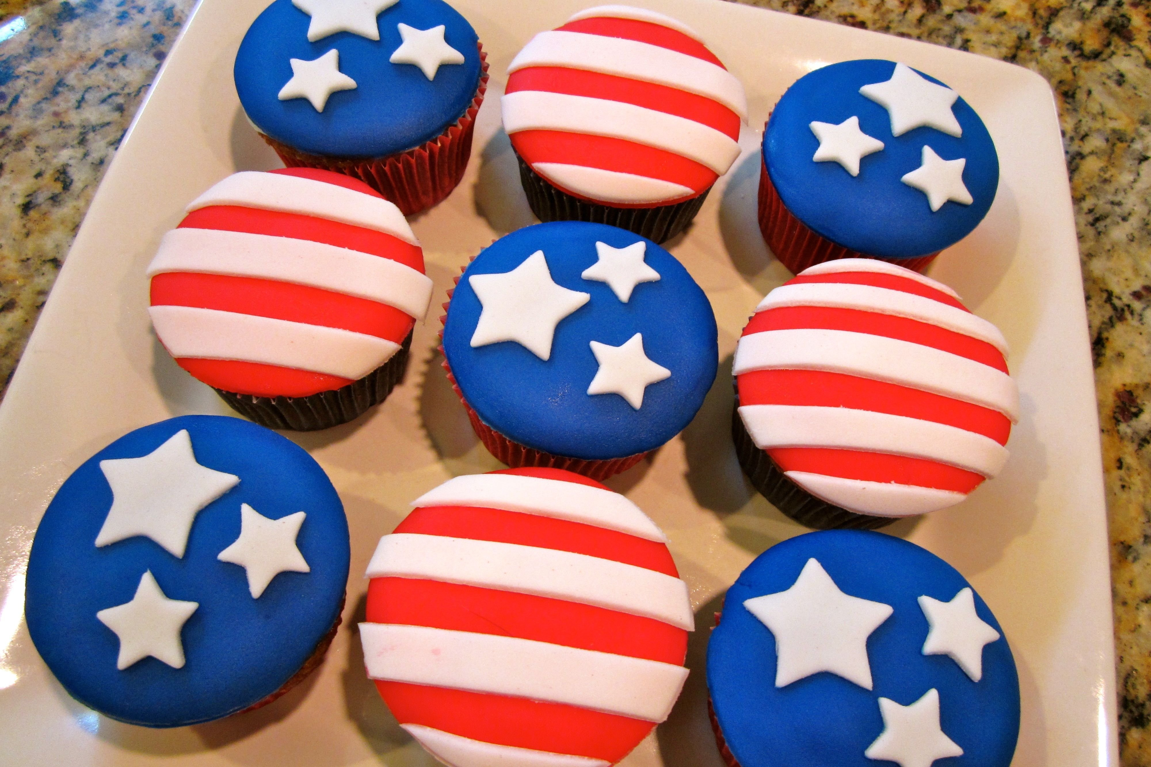 10 Elegant Fourth Of July Cupcake Ideas 4th of july cupcakes recipes hubs all types of cakes and treats 2020