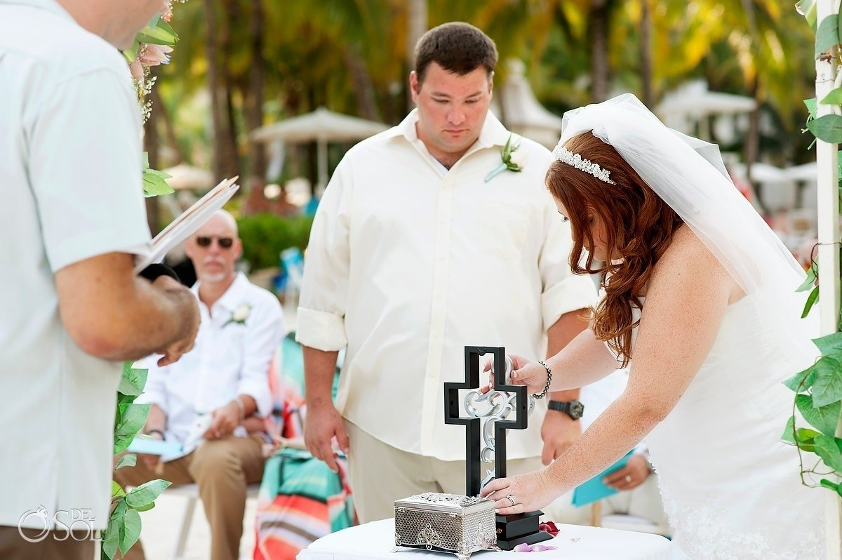 10 Stylish Wedding Ceremony Ideas Instead Of Unity Candle 5 alternative wedding unity ceremony ideas that are a lot of fun 1 2021