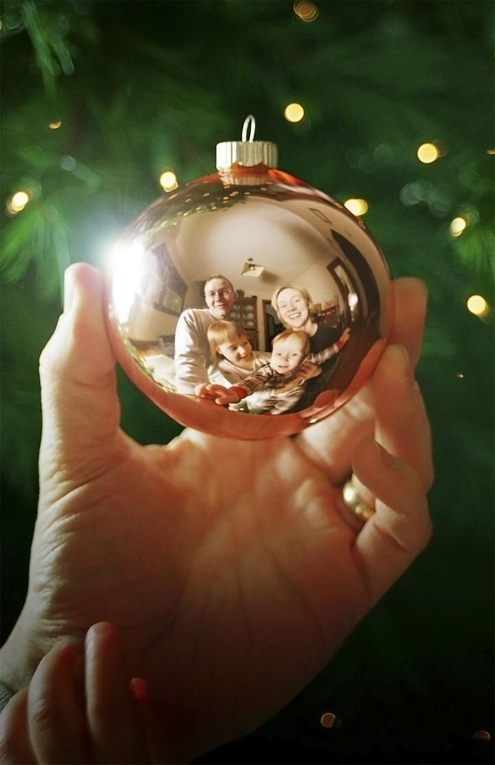10 Fashionable Creative Christmas Card Photo Ideas 5 christmas pictures to take with your family family christmas 2021