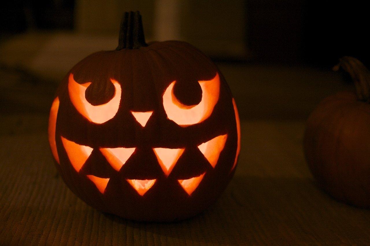 5 pumpkin carving ideas that kids will love - stretching a buck