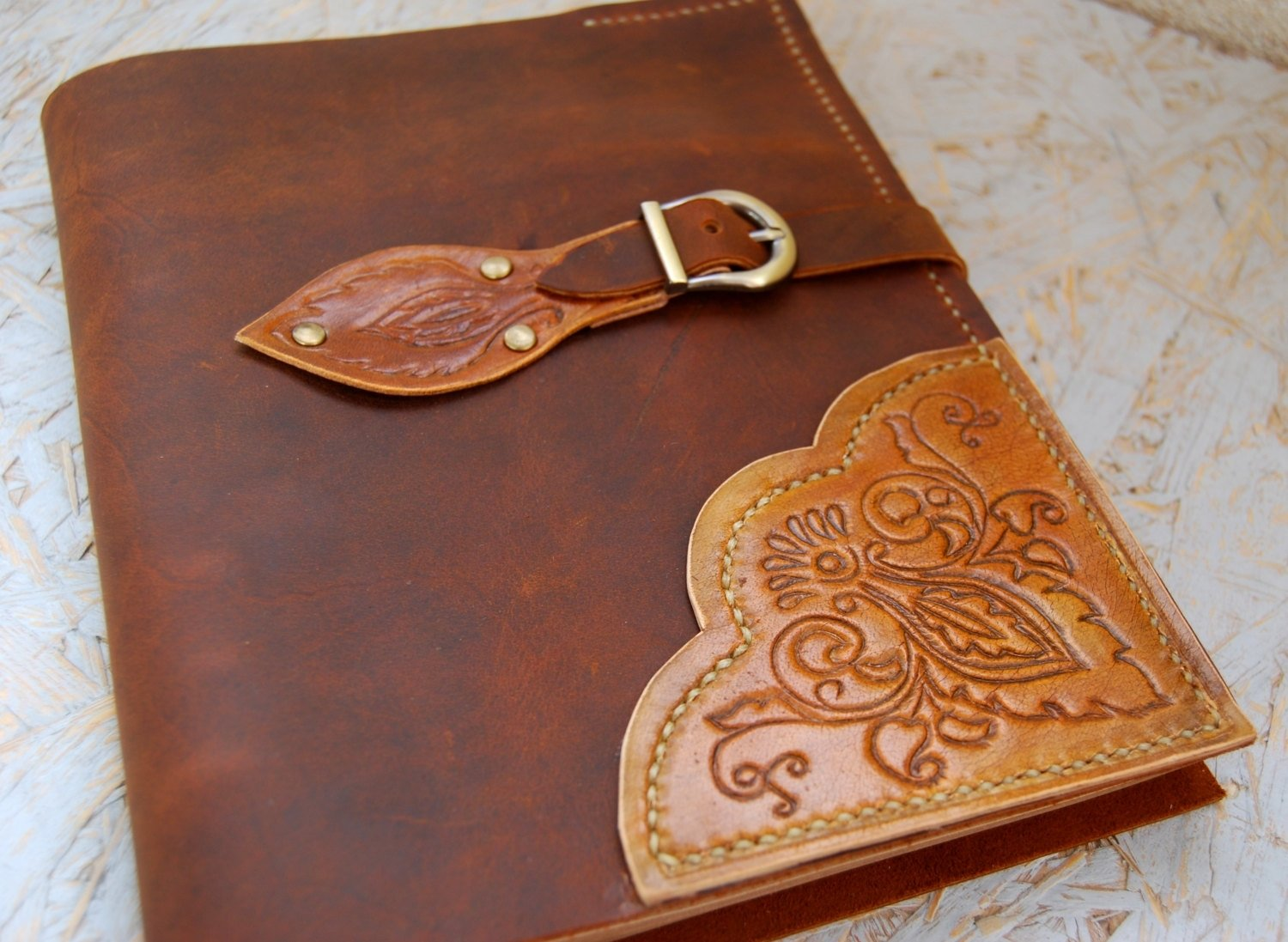 10 Wonderful Leather Anniversary Gift Ideas For Her 5 traditional paper anniversary gift ideas for her paper 2021