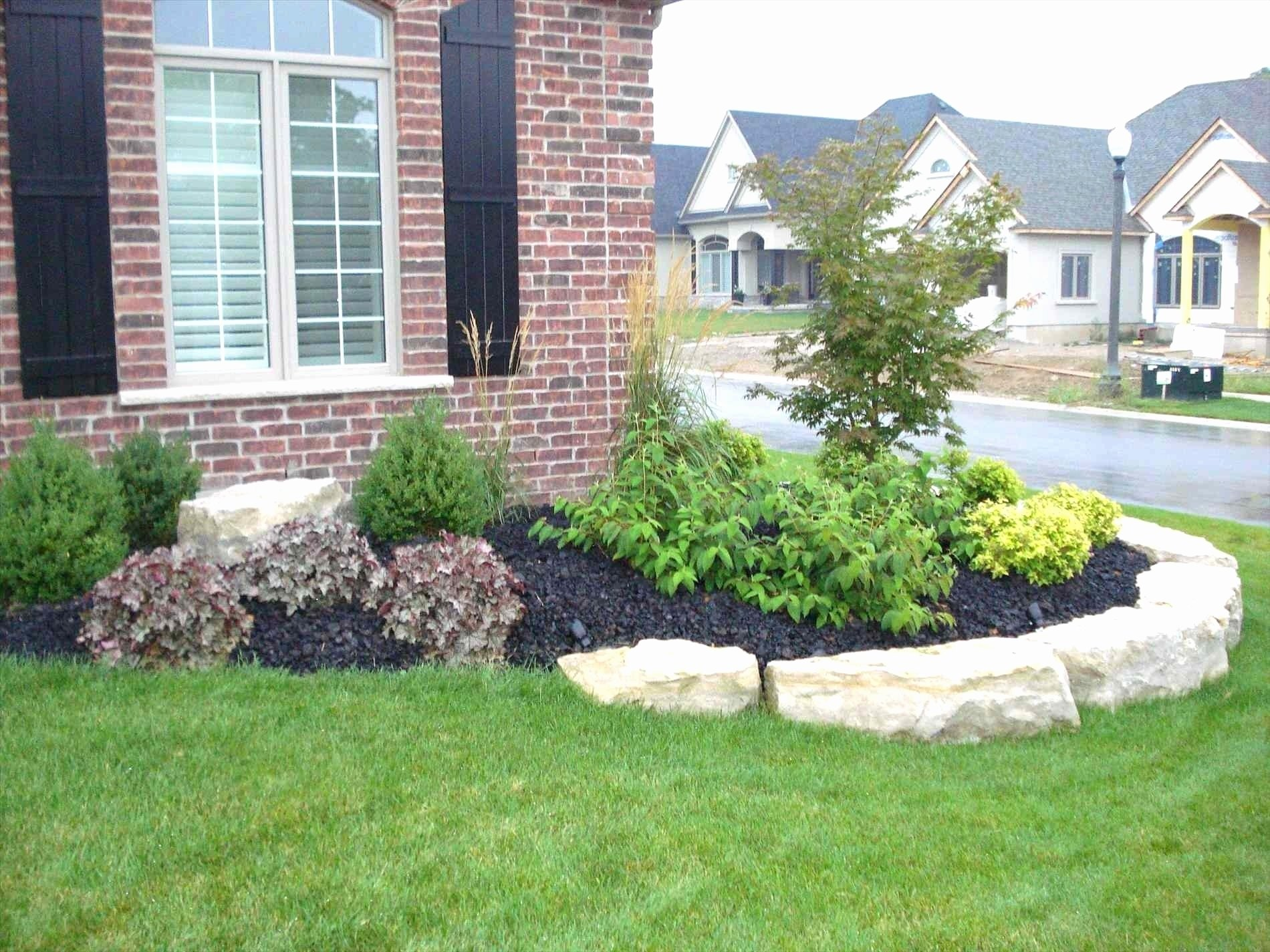 10 Lovable Front Of The House Landscaping Ideas 50 new front of house landscaping ideas pictures 50 photos 2020