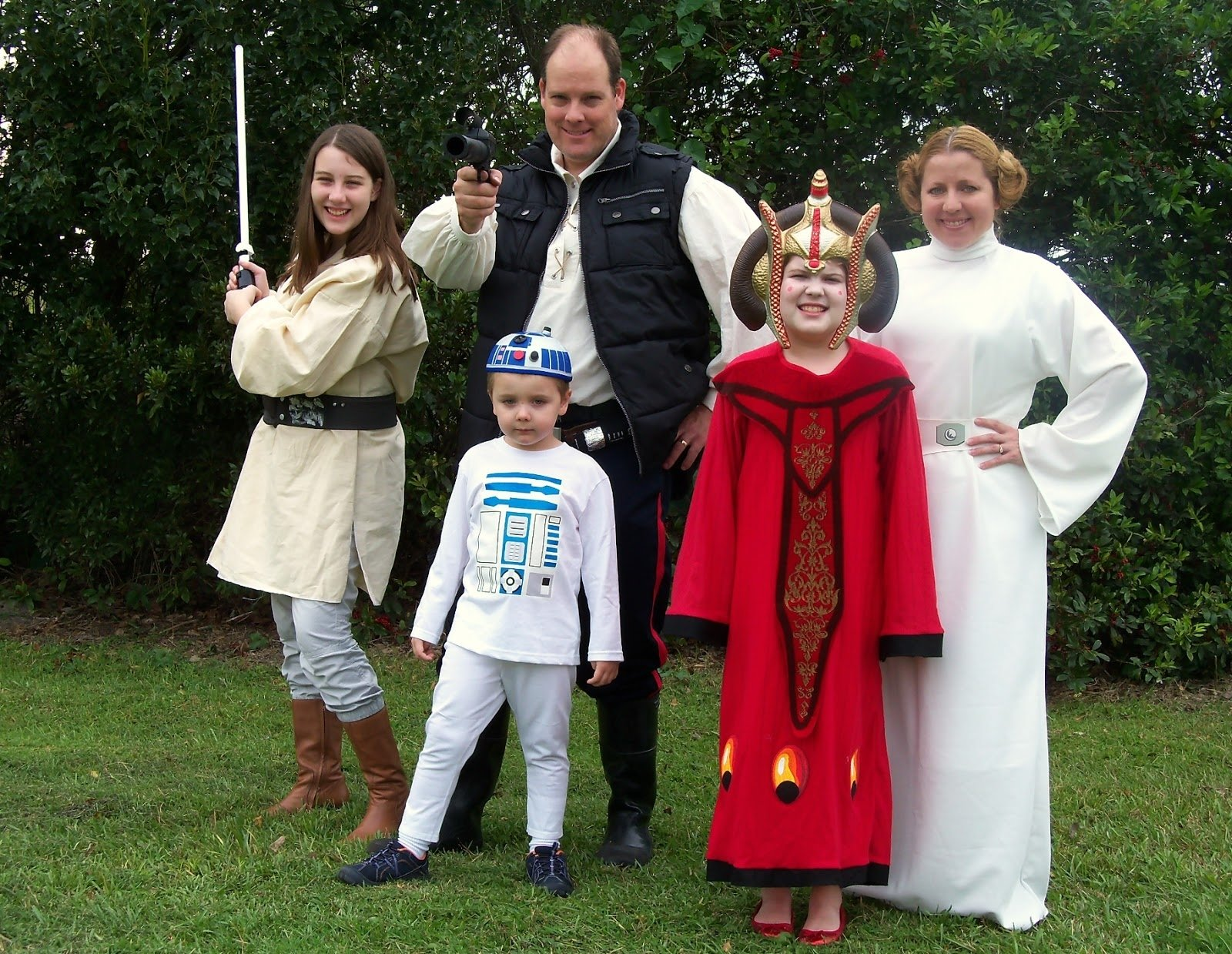 10 Perfect Family Costume Ideas For 6 6 family theme halloween costumes my awesomely talented friend 2020