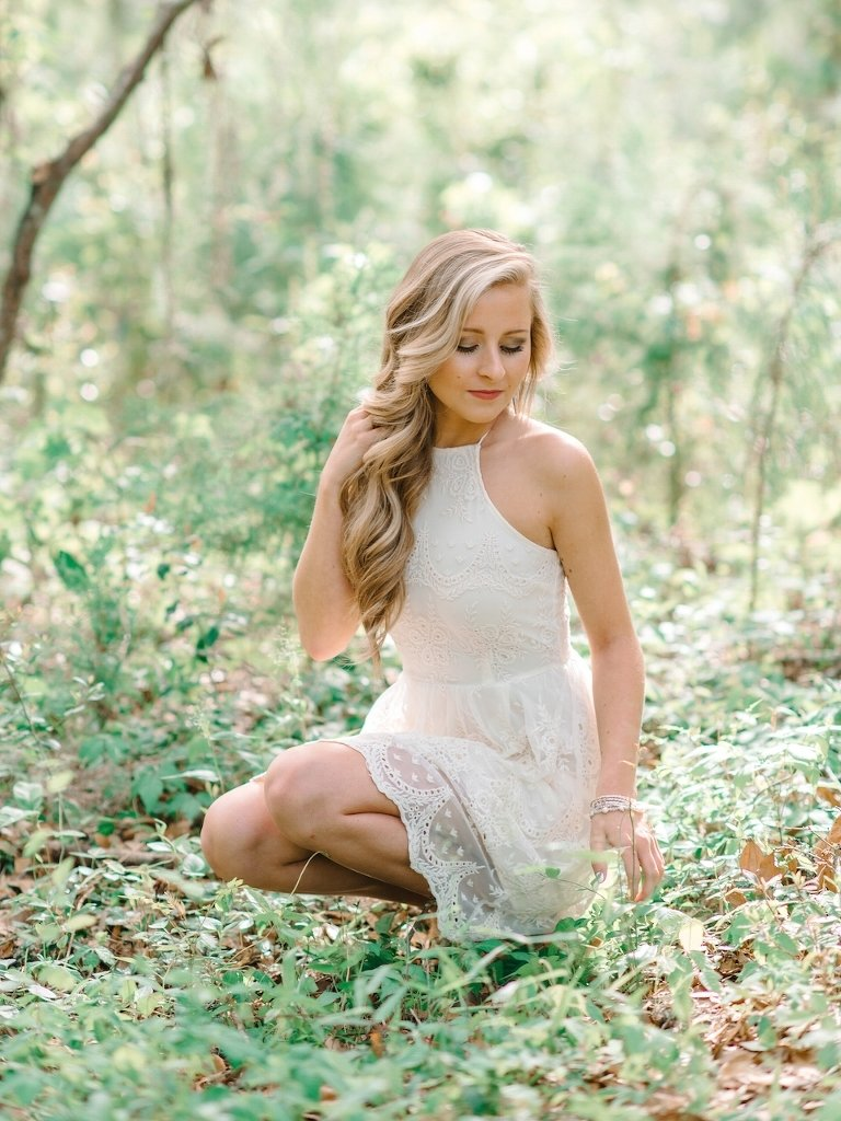 10 Perfect Senior Picture Outfit Ideas For Girls 6 stunning white dress ideas for charleston senior photography session 1