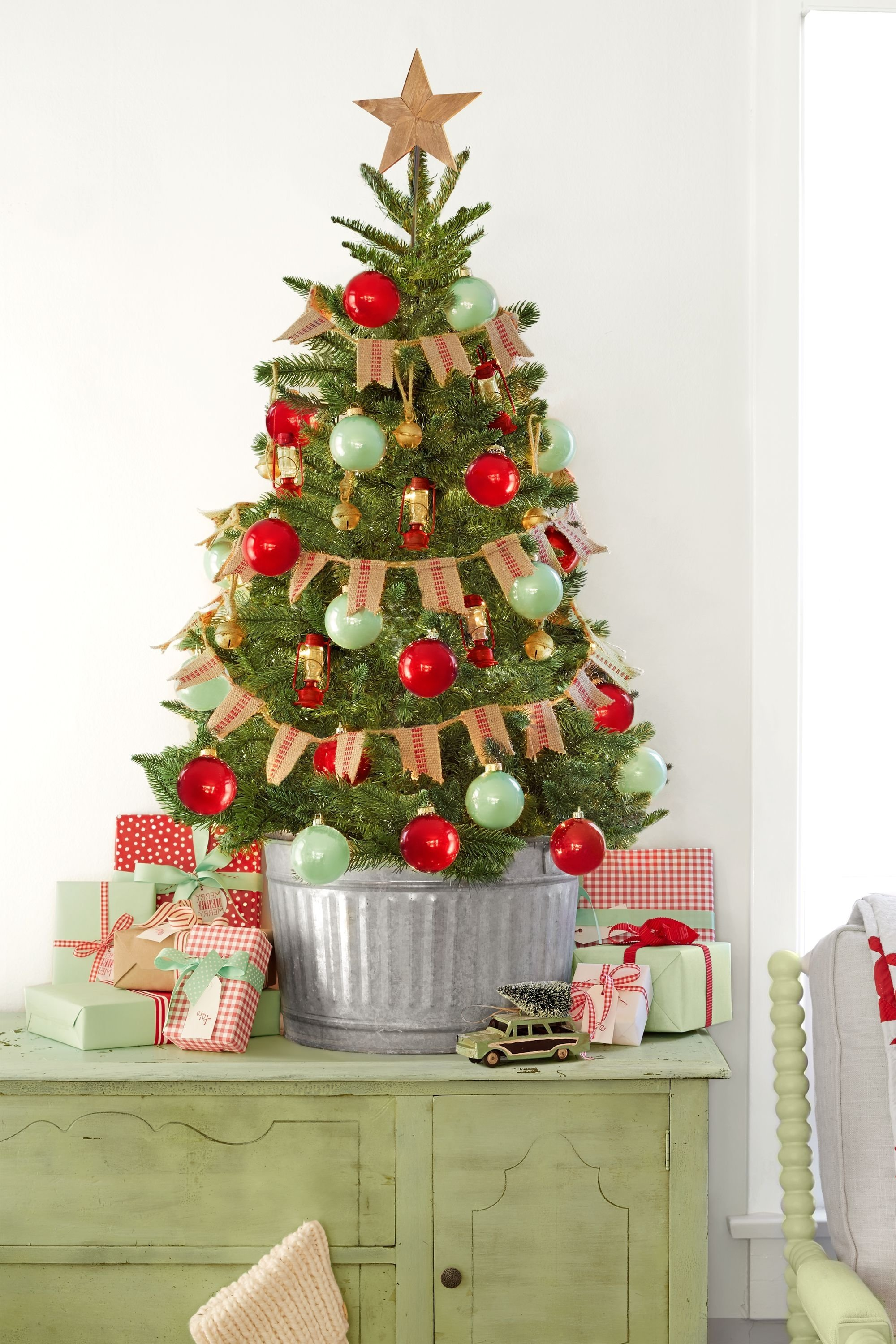 10 Ideal Ideas For Decorating Christmas Trees 60 best christmas tree decorating ideas how to decorate a 7 2020