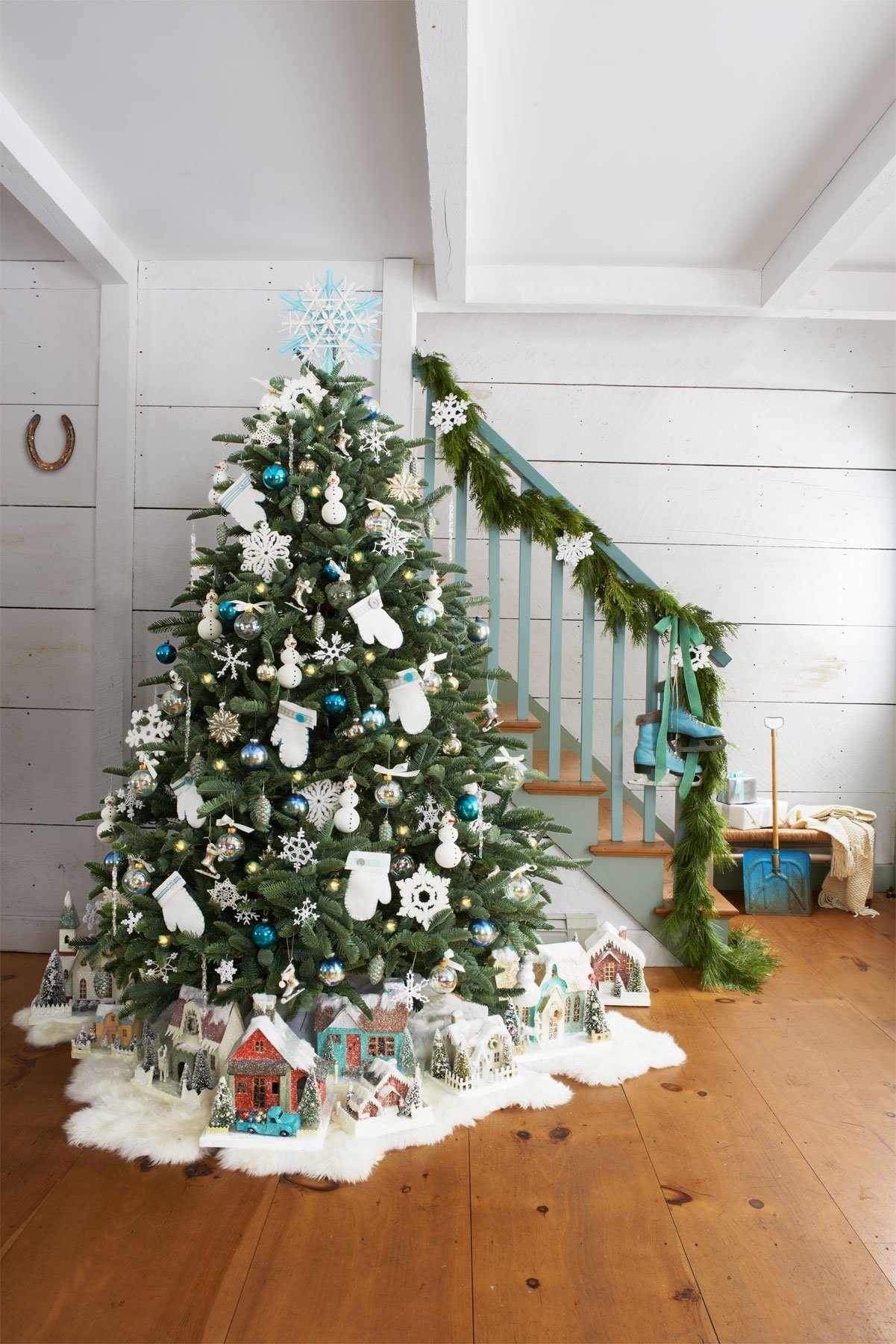 10 Fashionable Ideas To Decorate A Christmas Tree 60 christmas tree decorating ideas how to decorate a loversiq 1 2020