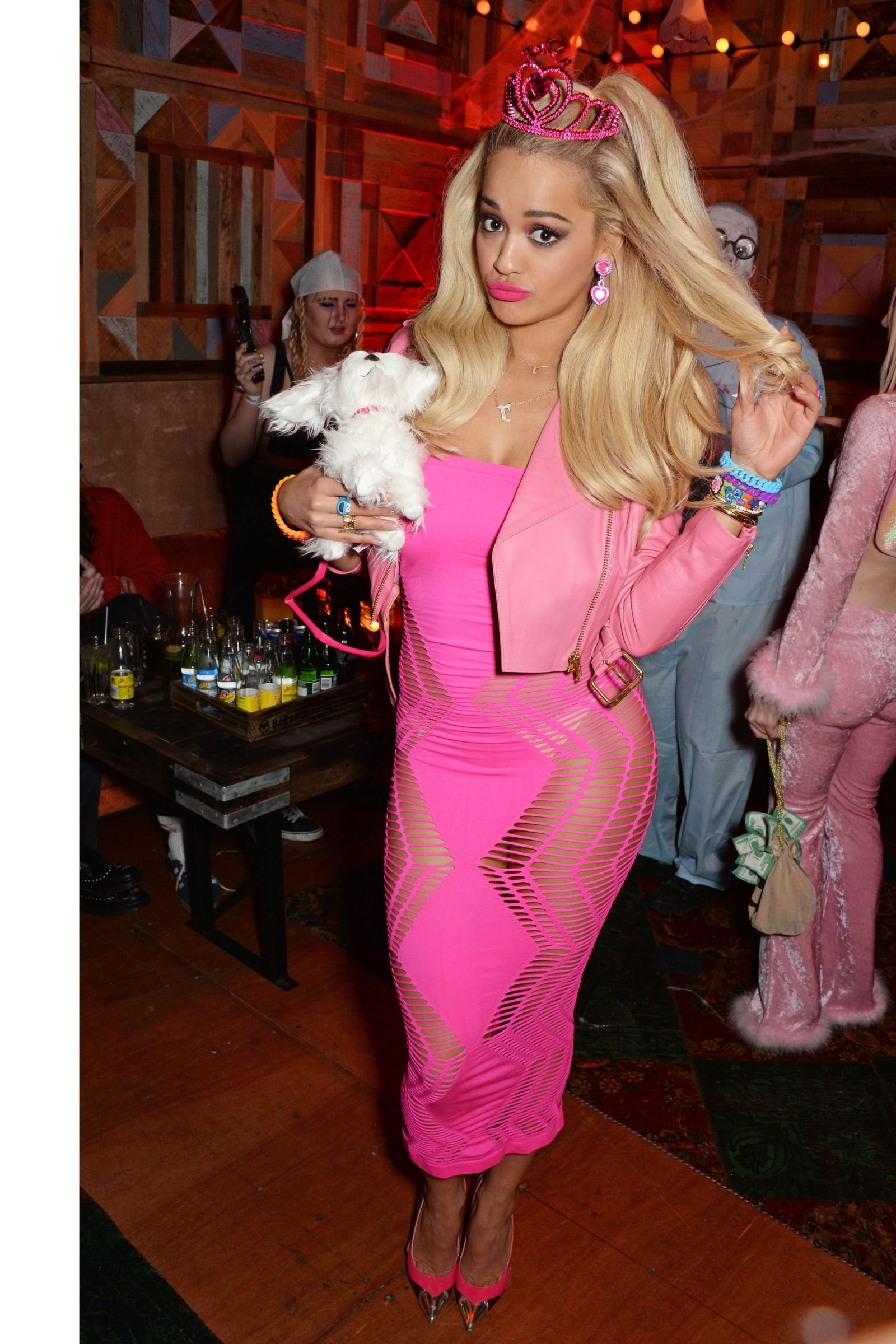 10 Lovable Halloween Costume Ideas For 2 People 60 epic celebrity halloween costume ideas celebrity halloween 1 2020