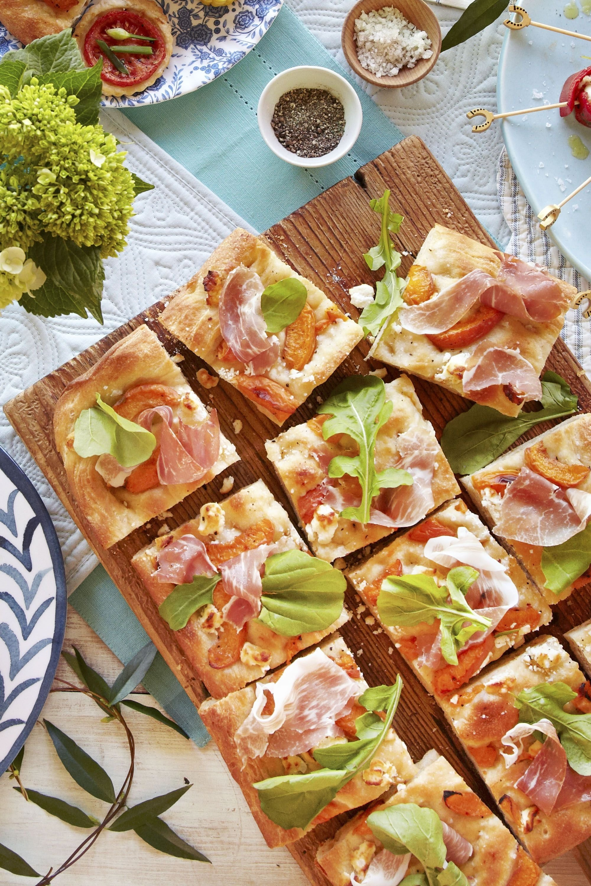 10 Perfect Food Ideas For A Picnic 65 summer picnic recipes easy food ideas for a summer picnic 1 2020