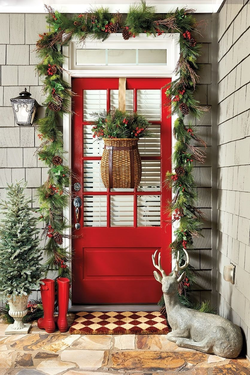 10 Unique Christmas Front Door Decorating Ideas 7 ways to decorate your entry for the holidays front doors 2020