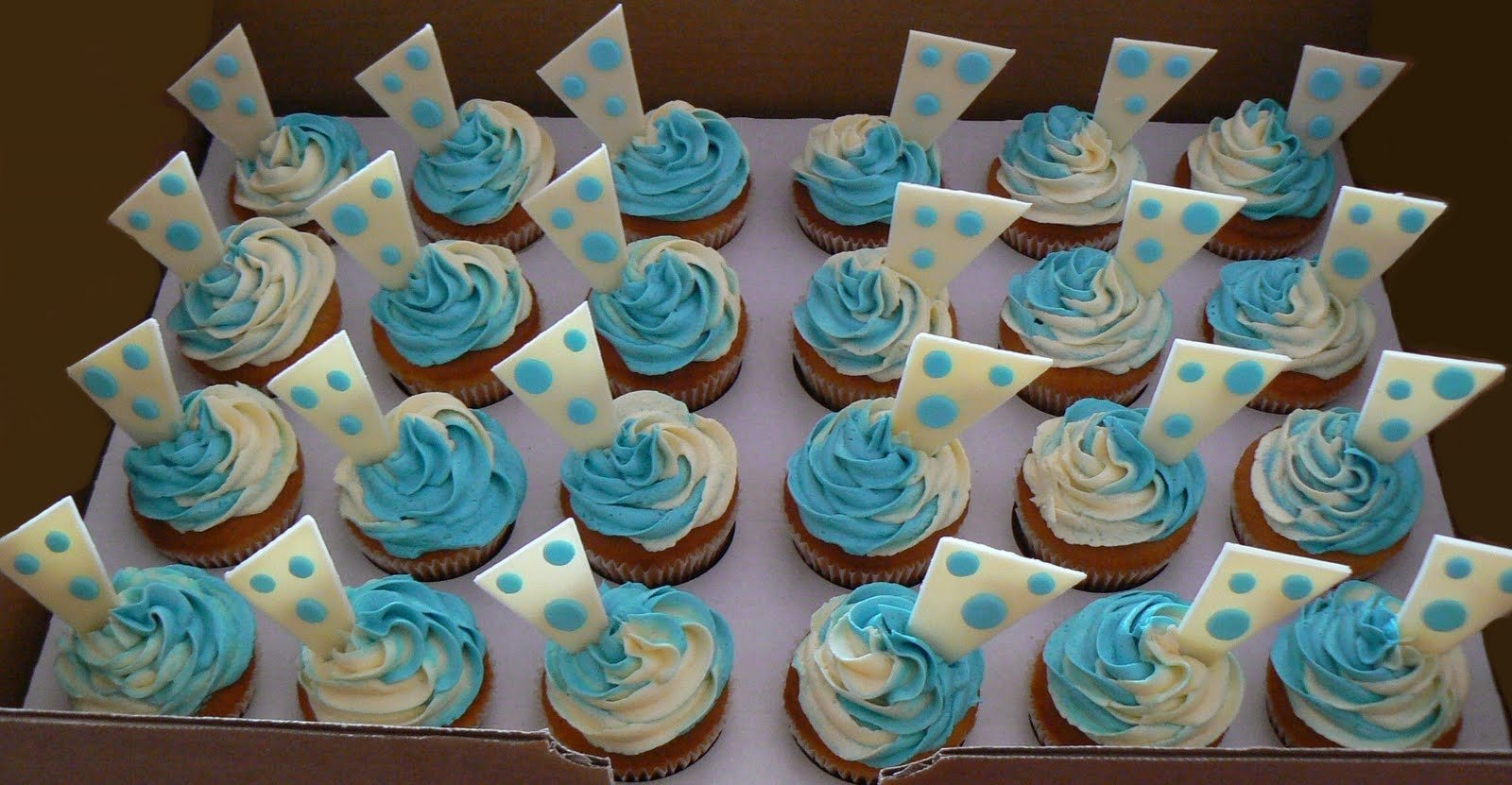 10 Lovely Cupcake Ideas For Baby Shower 70 baby shower cakes and cupcakes ideas 6 2021