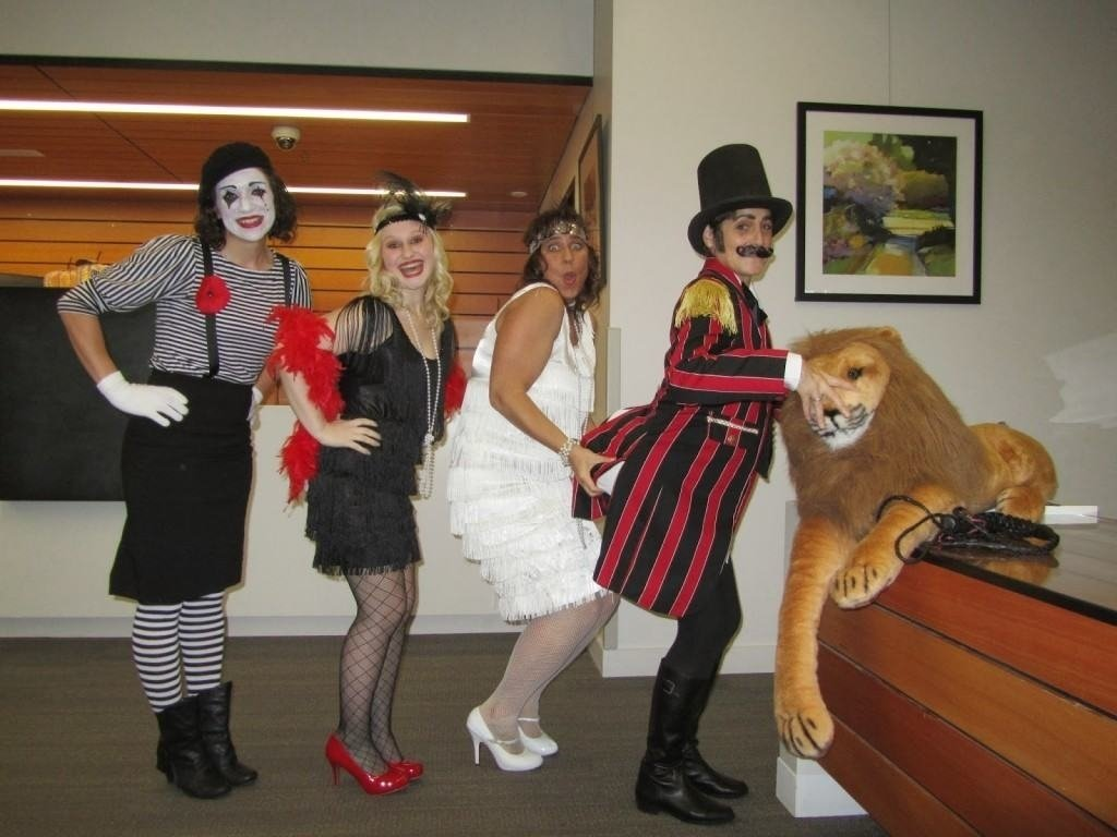 10 Pretty Halloween Ideas For The Office 9 of the best office halloween ideas that will boost your spirit 2 2020
