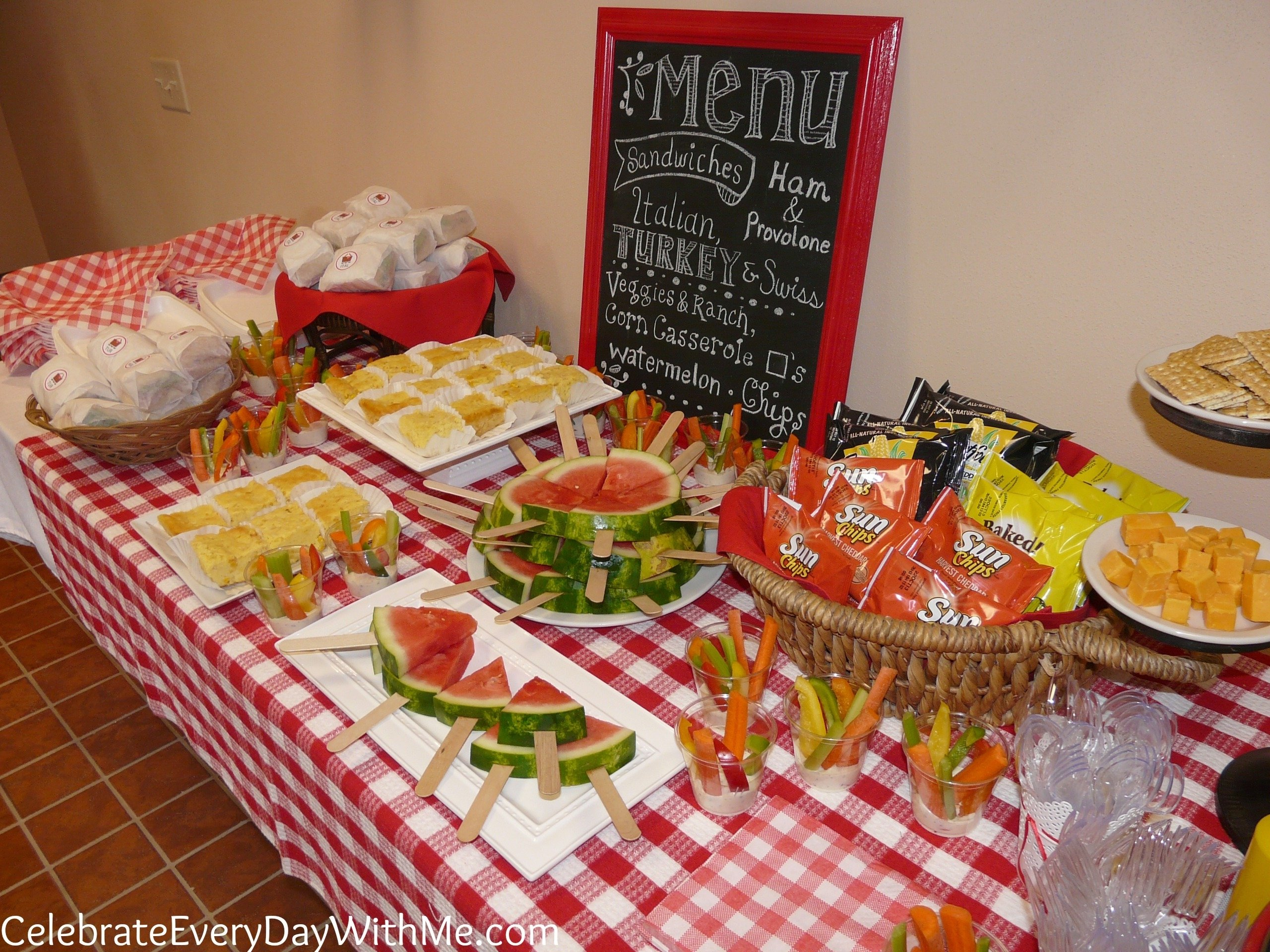 10 Pretty Picnic Food Ideas For Kids a picnic party celebrate every day with me 2020