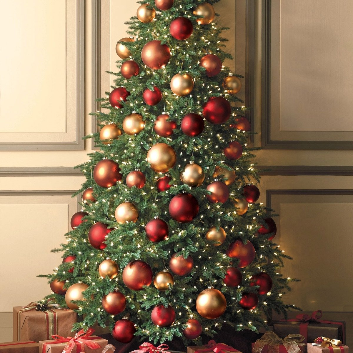10 Amazing Red And Gold Christmas Tree Decorating Ideas accessories charming design ideas using rounded grey standing lamps 2021