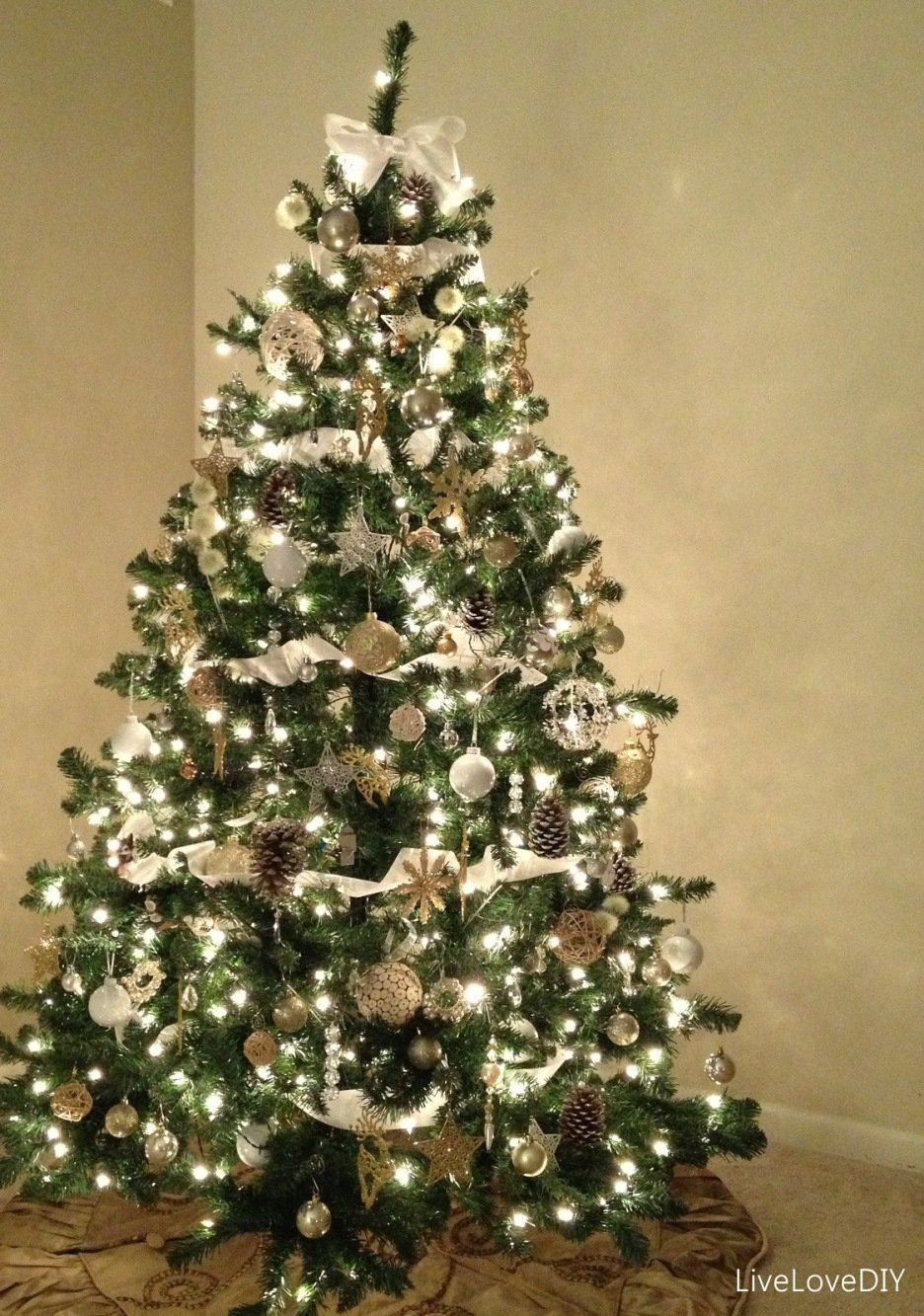 10 Spectacular Christmas Tree Decorating Ideas With Ribbon accessories delectable decorating ideas using triangle green 2021
