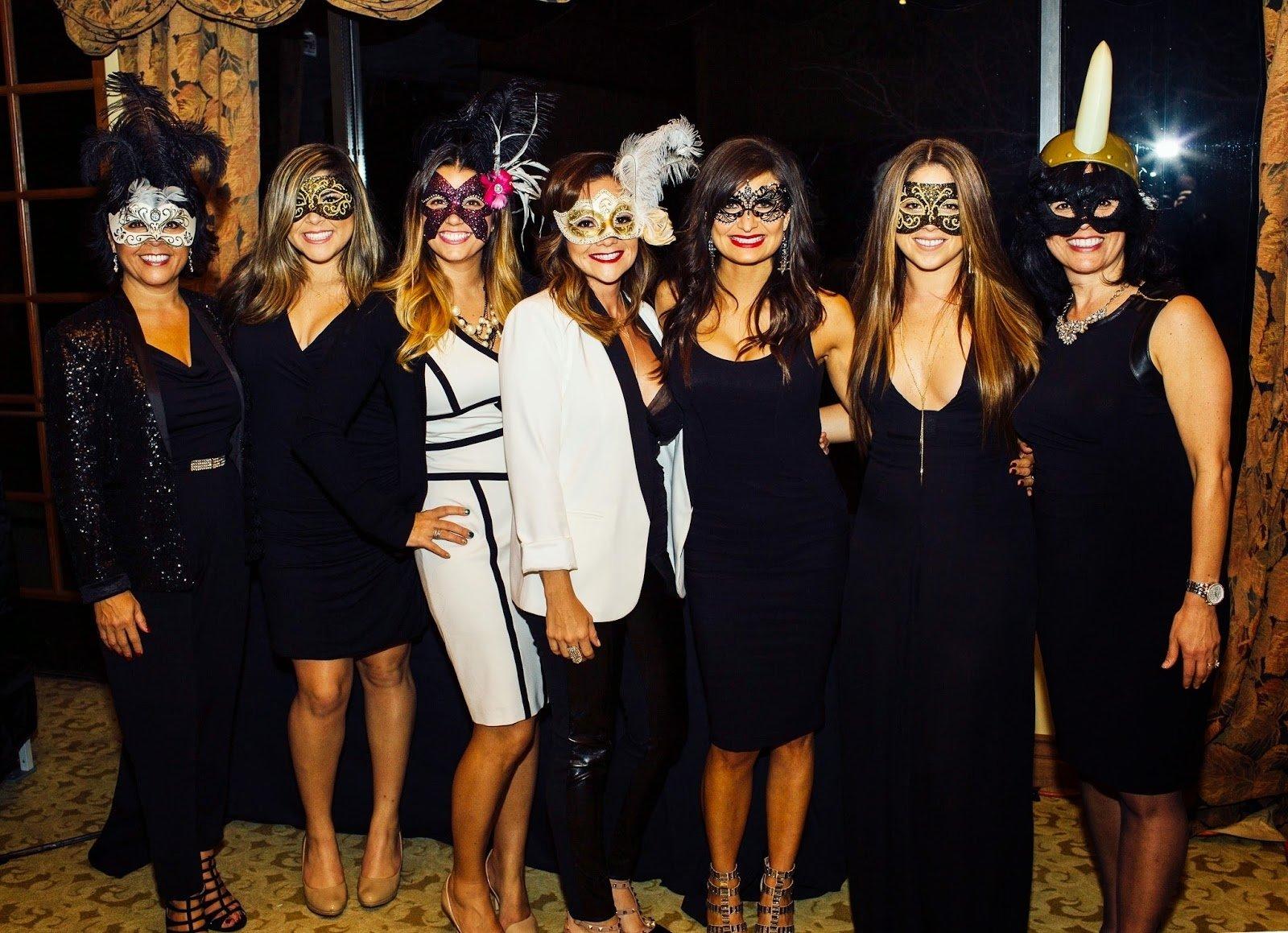 10 Fashionable Masquerade Outfit Ideas For Women afficher limage source anniversaire louise pinterest 2020