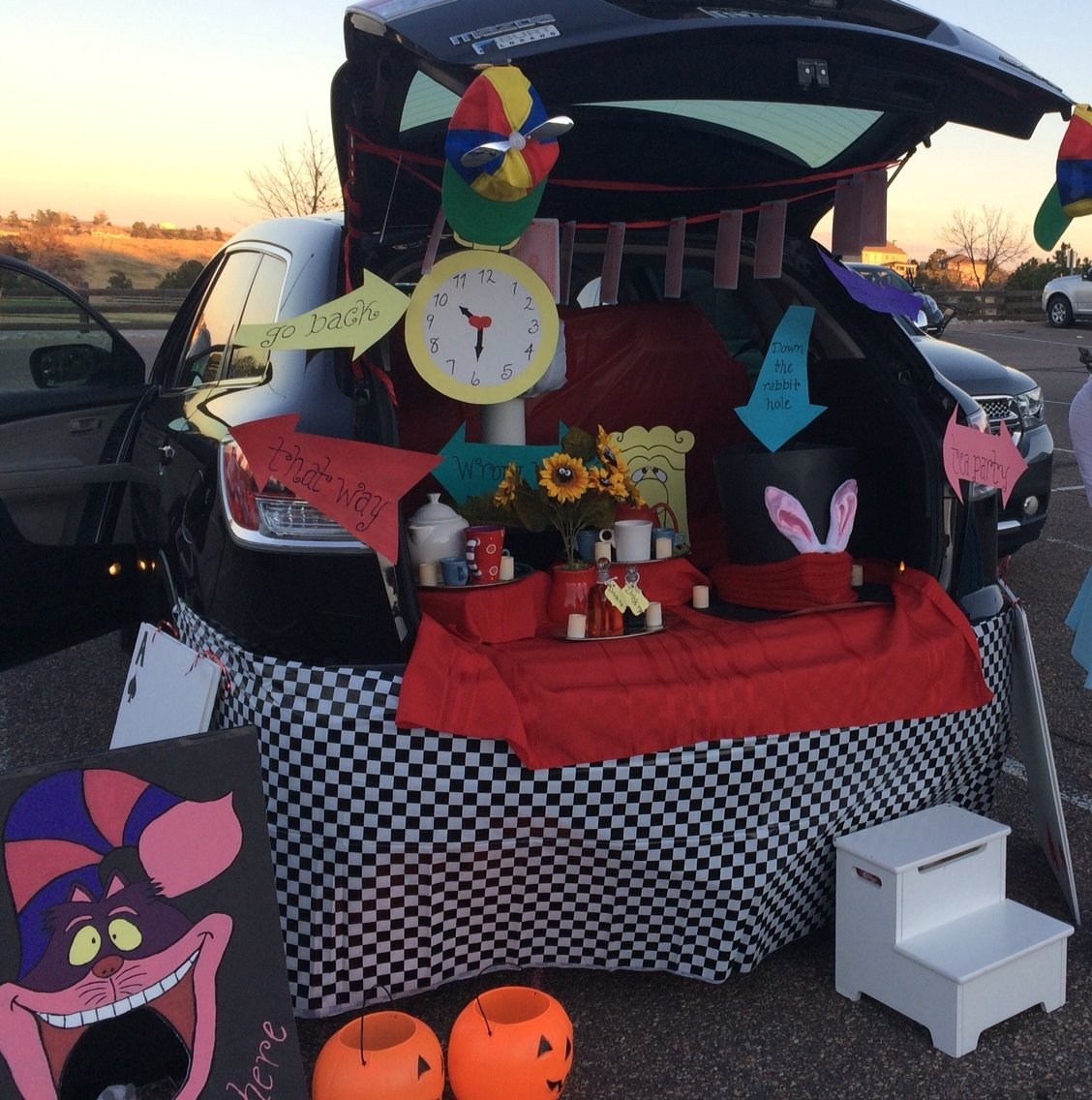 10 stylish trunk or treat trunk ideas alice in wonderland a trunk or treat halloween pinterest