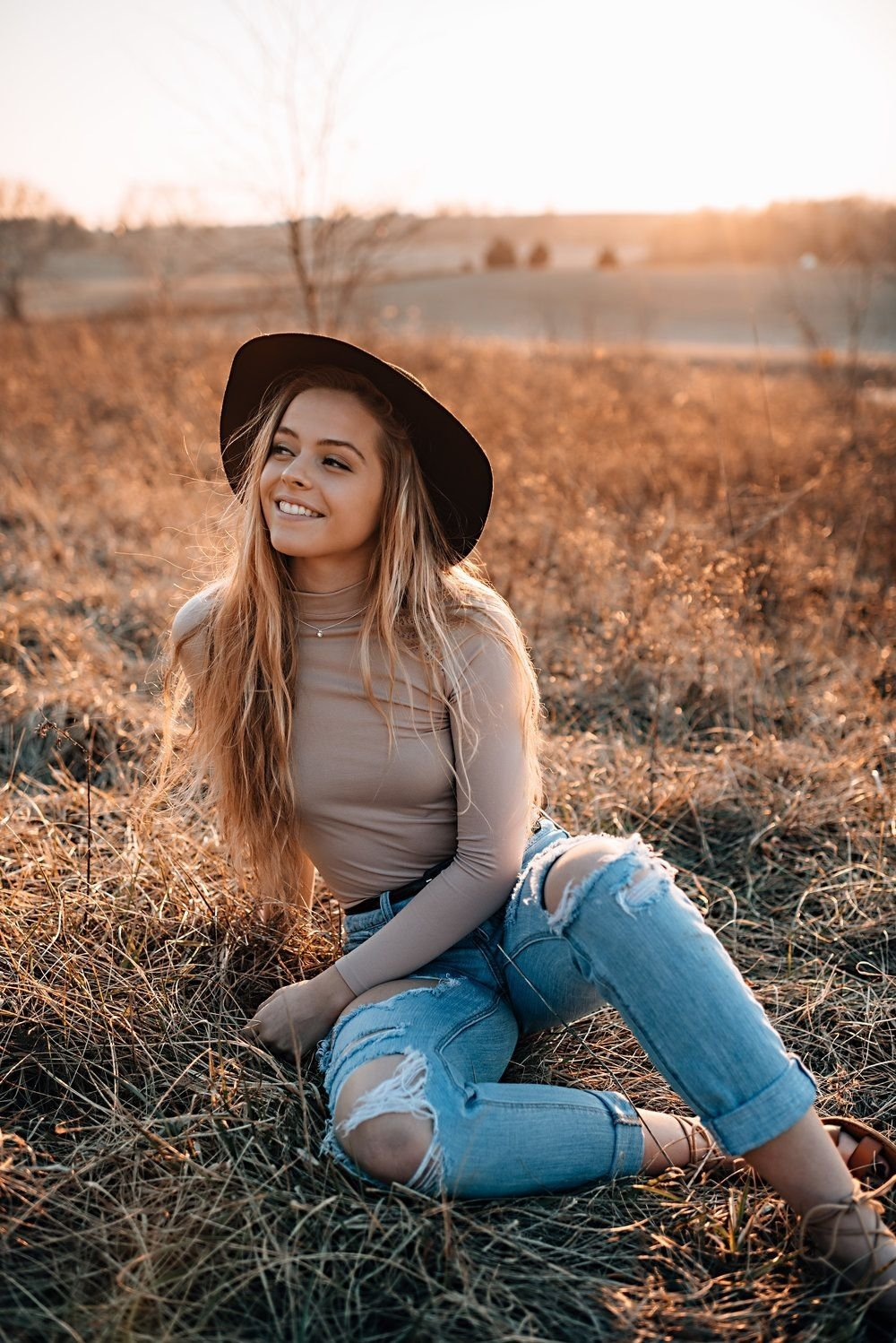 10 Perfect Senior Picture Outfit Ideas For Girls allyson w portrait inspiration portrait photographers and maryland 4